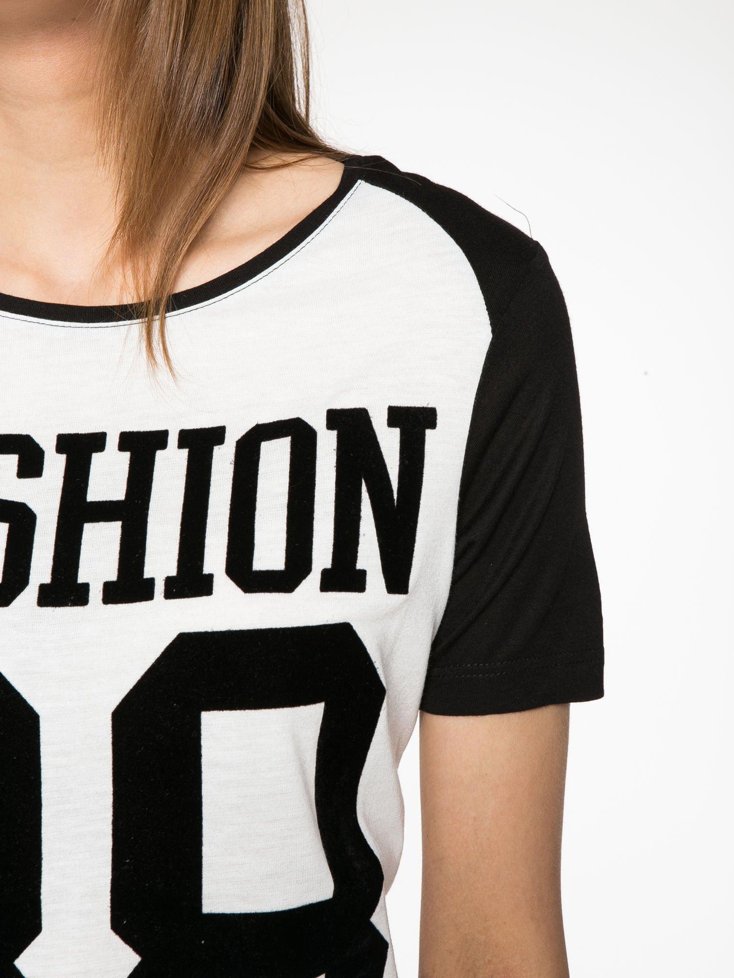 Ecru-czarny t-shirt z nadrukiem FASHION 88                                  zdj.                                  6