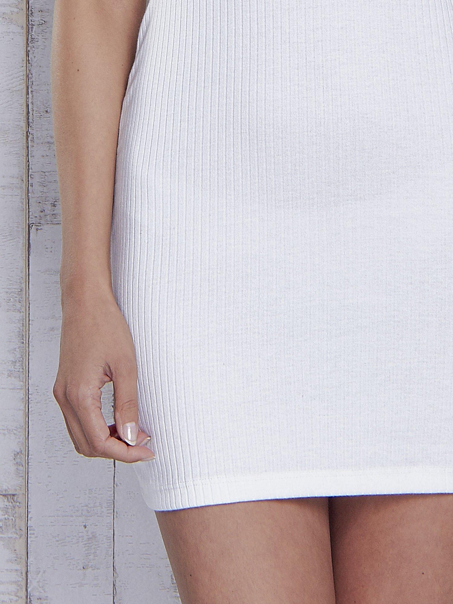 Ecru dopasowana sukienka z golfem                                  zdj.                                  6