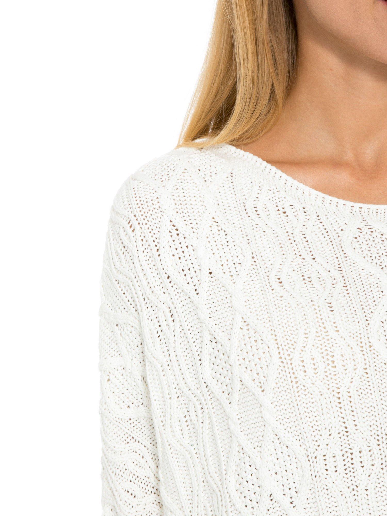 Ecru dziergany długi sweter o kroju oversize                                  zdj.                                  6