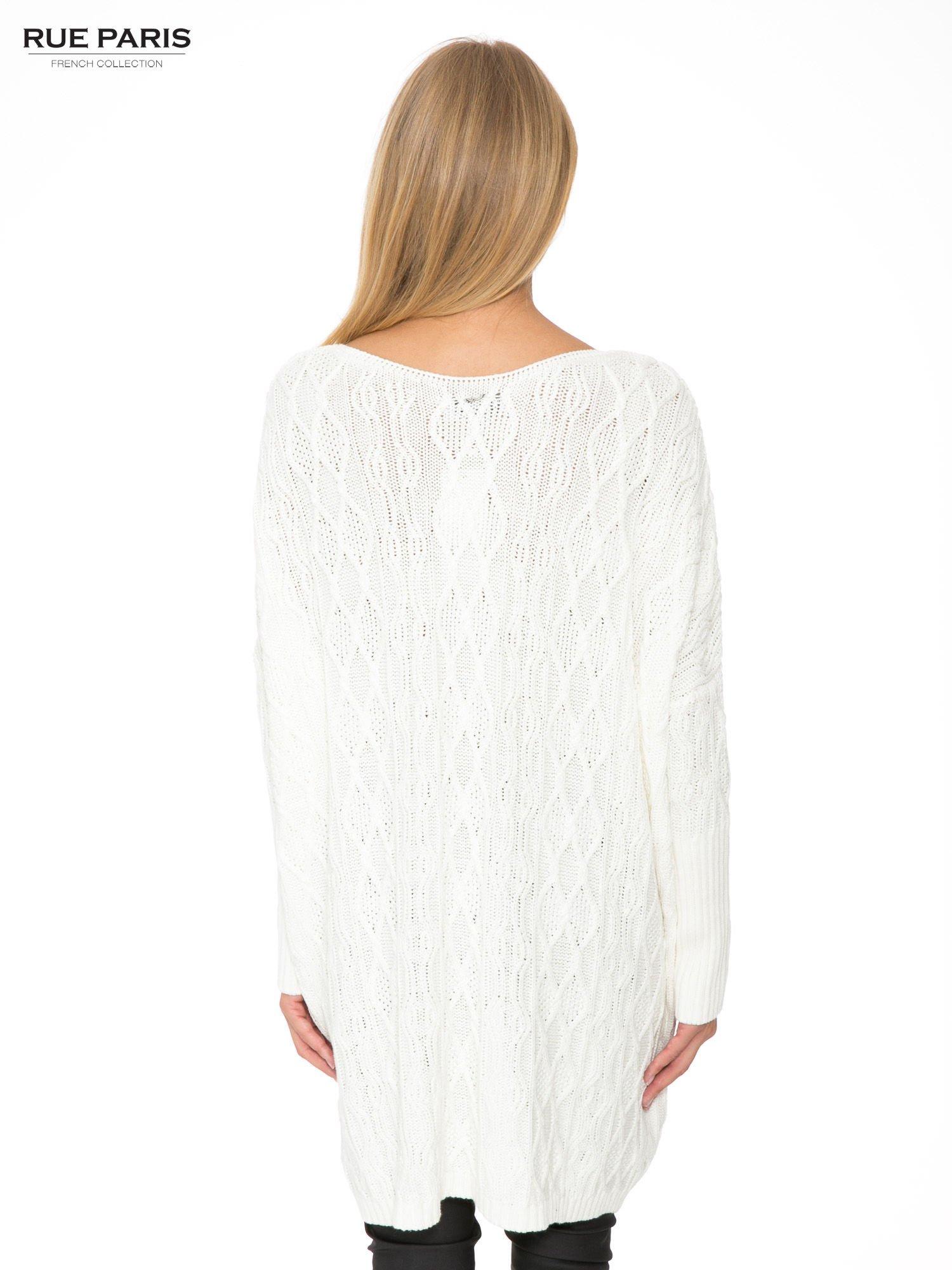 Ecru dziergany długi sweter o kroju oversize                                  zdj.                                  4