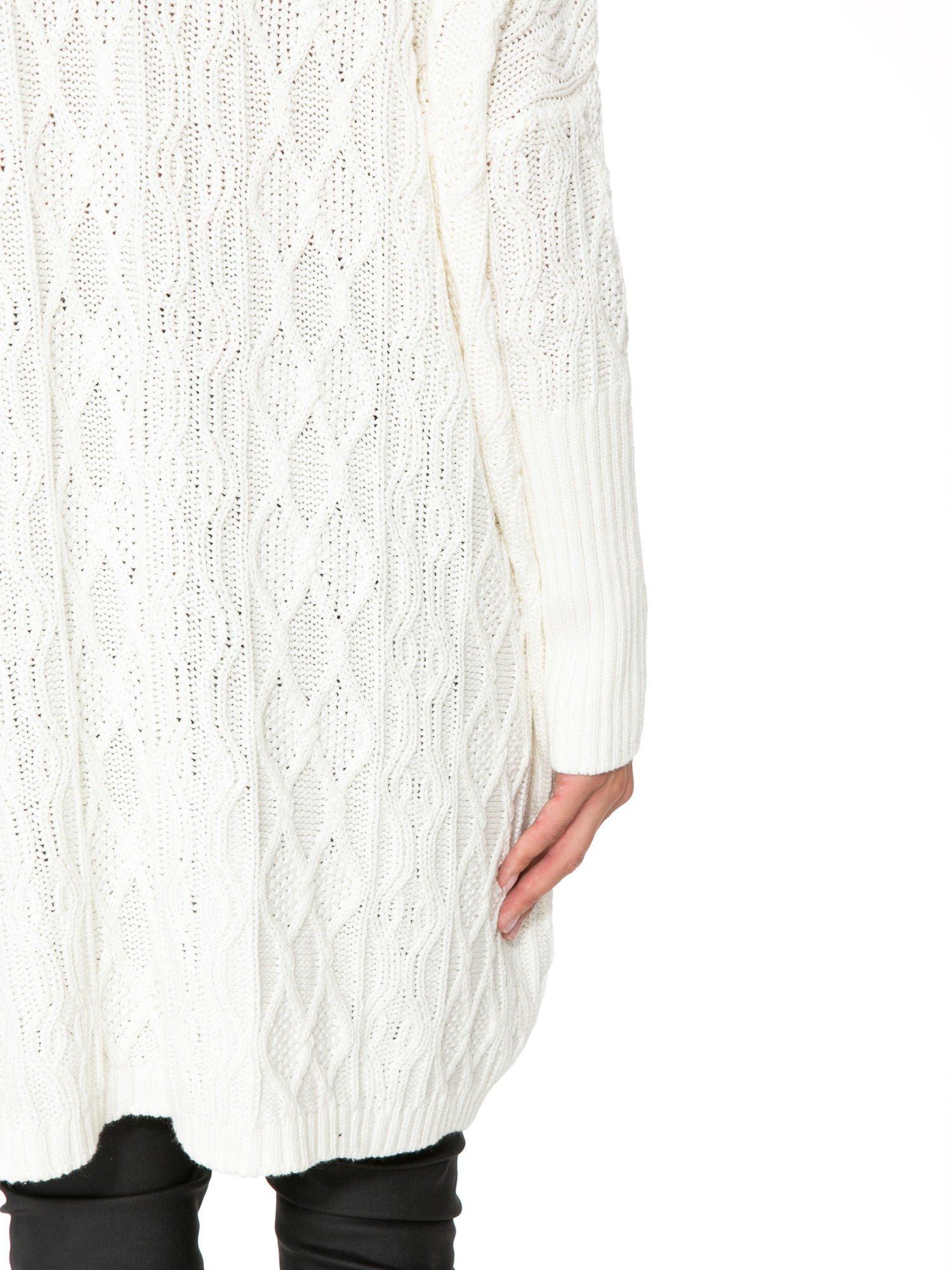 Ecru dziergany długi sweter o kroju oversize                                  zdj.                                  9