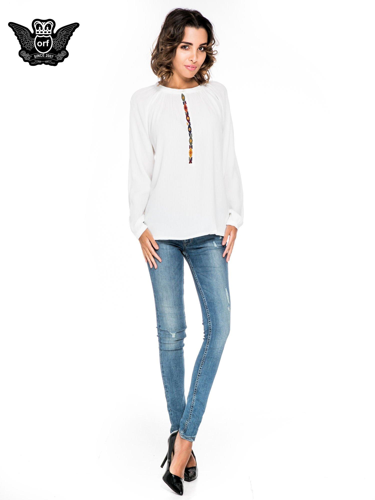 Ecru koszula z marszczonym dekoltem i wzorzystą wstawką w stylu hippie                                  zdj.                                  4