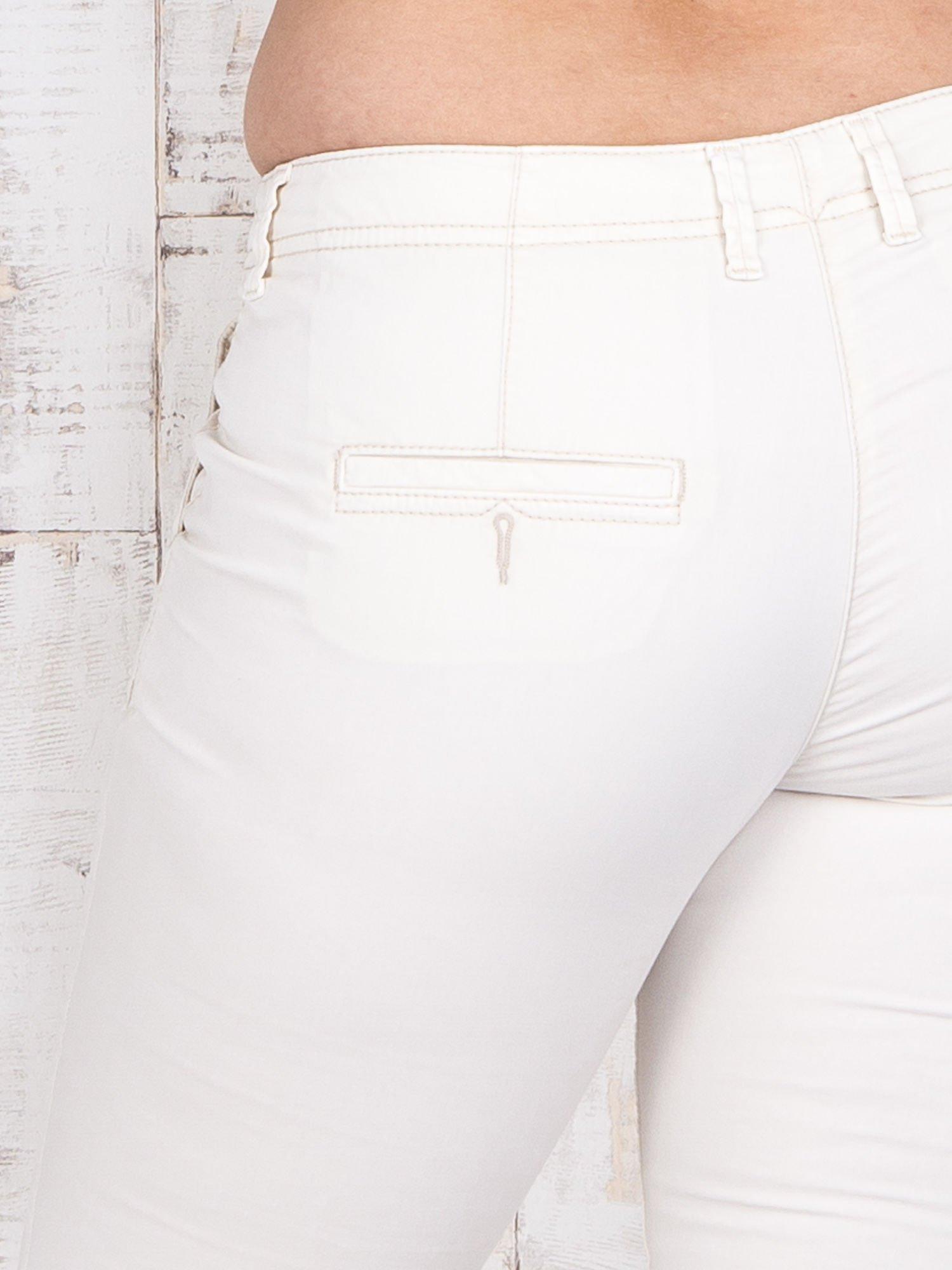 Ecru materiałowe spodnie z przednimi kieszeniami PLUS SIZE                                  zdj.                                  5