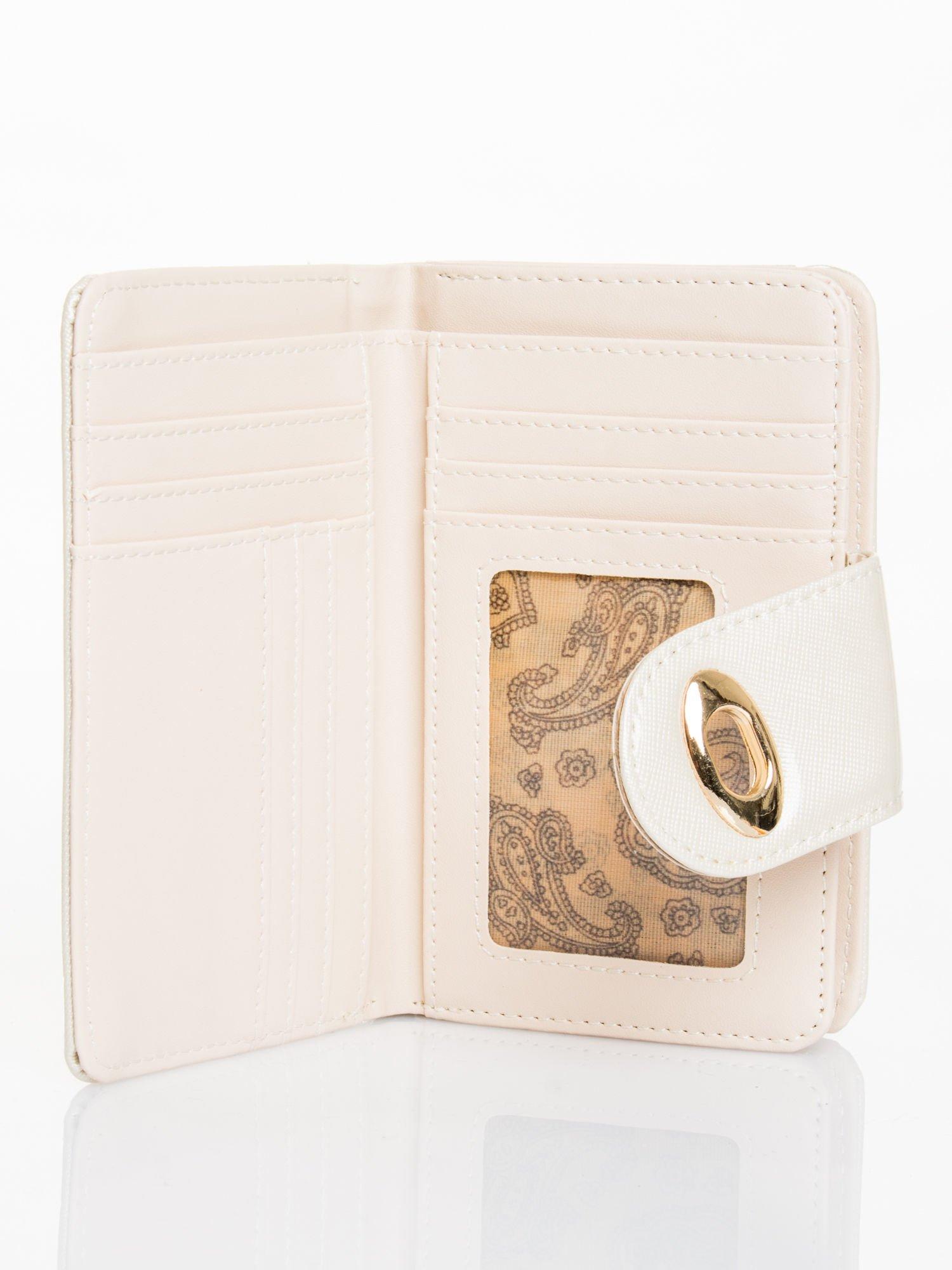 Ecru portfel ze złotym zapięciem efekt skóry saffiano                                  zdj.                                  3