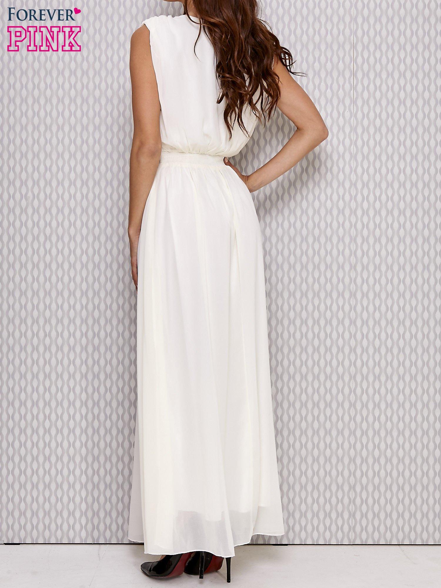 Ecru sukienka maxi z biżuteryjnym pasem                                  zdj.                                  3