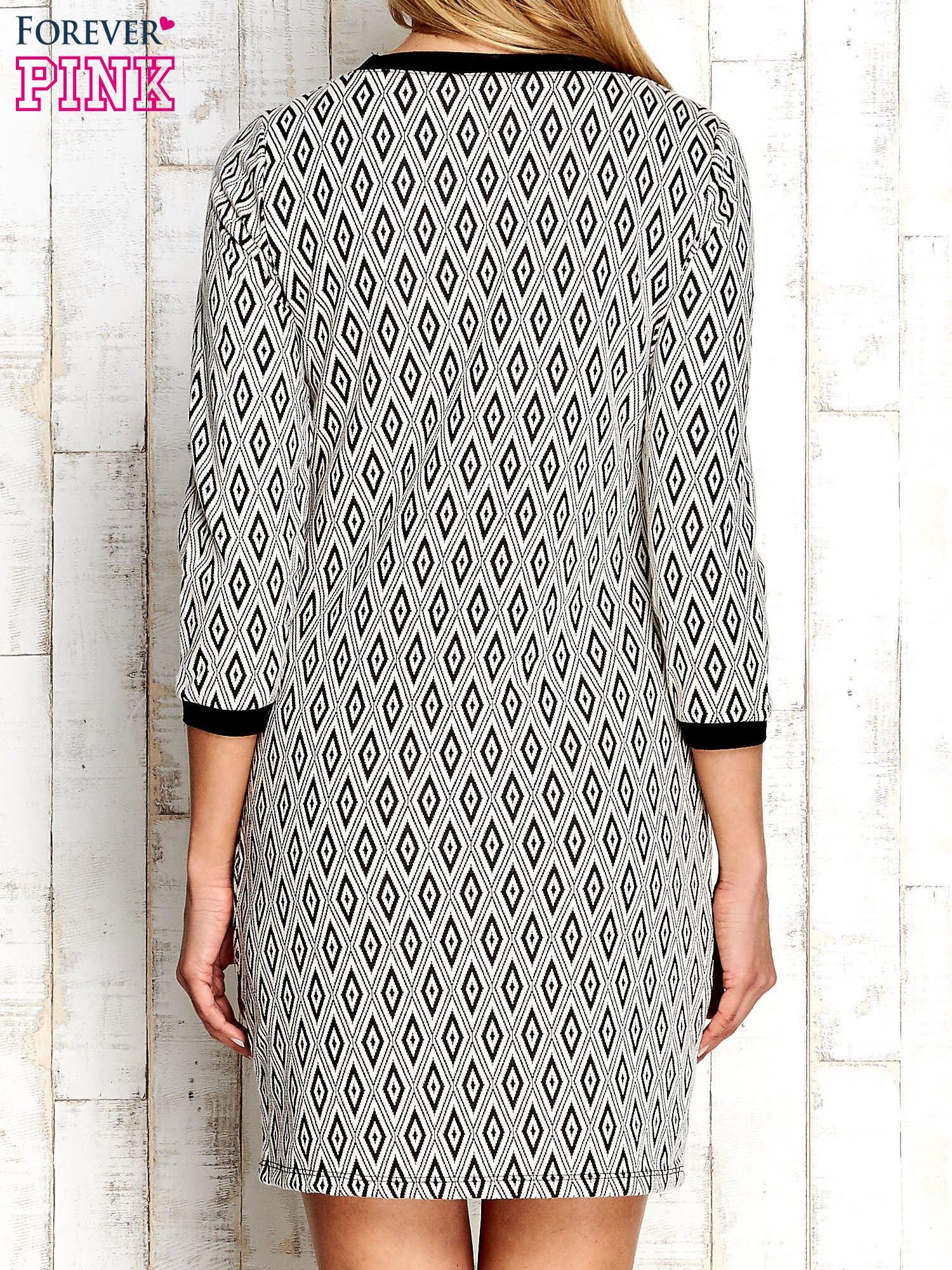 Ecru sukienka w geometryczne wzory                                  zdj.                                  4