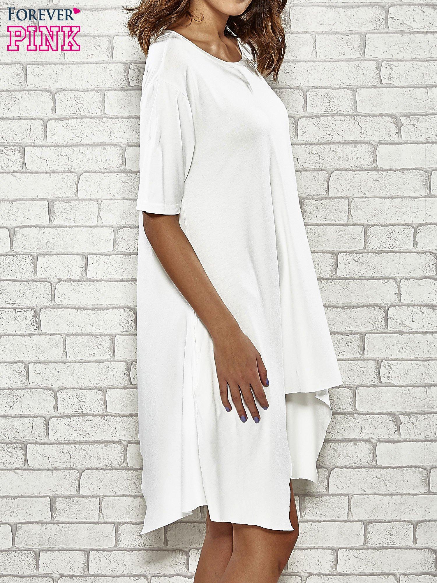 Ecru sukienka z wydłużanymi bokami                                  zdj.                                  3