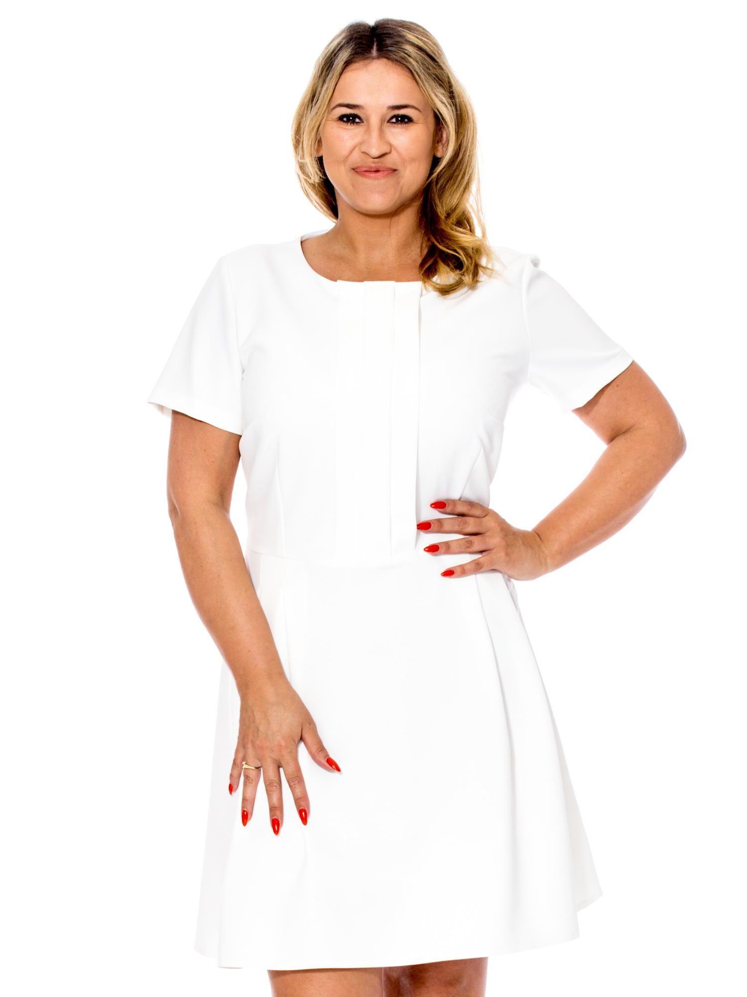 fe81aa85c49b Ecru sukienka z zakładkami PLUS SIZE - Sukienka plus size - sklep ...