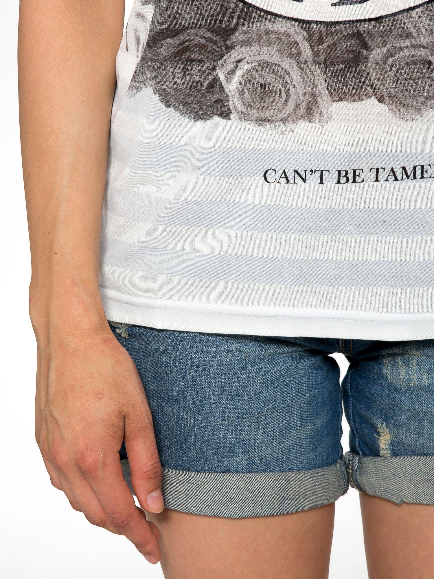 Ecru t-shirt z nadrukiem BABYDOLL REBEL 83                                  zdj.                                  7
