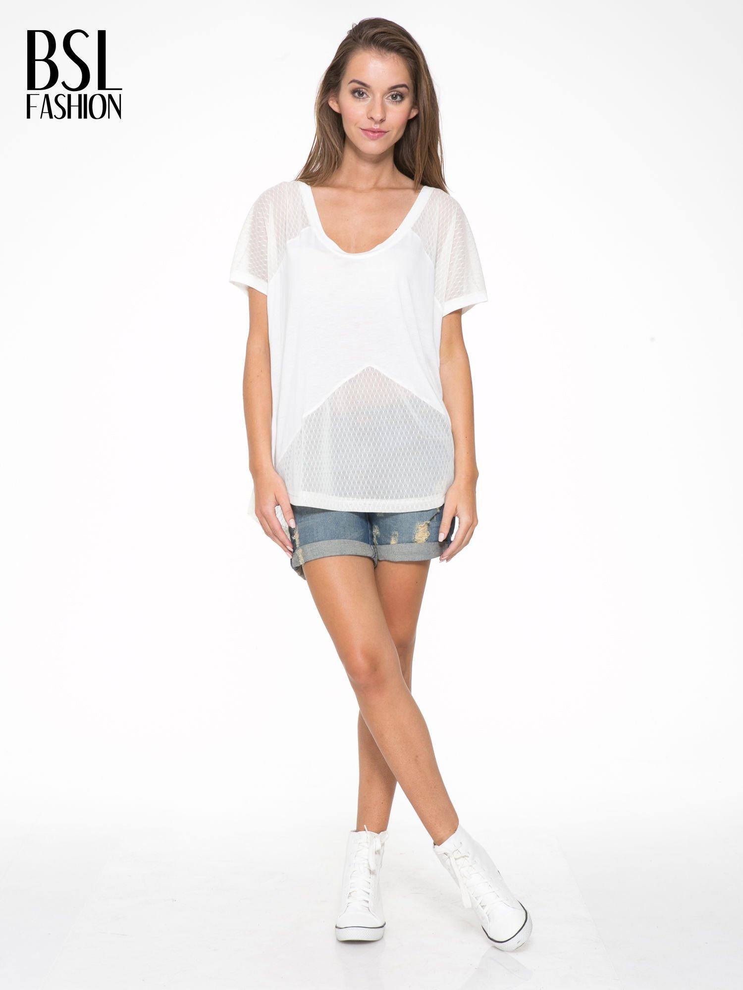 Ecru t-shirt z siateczkowymi wstawkami                                  zdj.                                  5