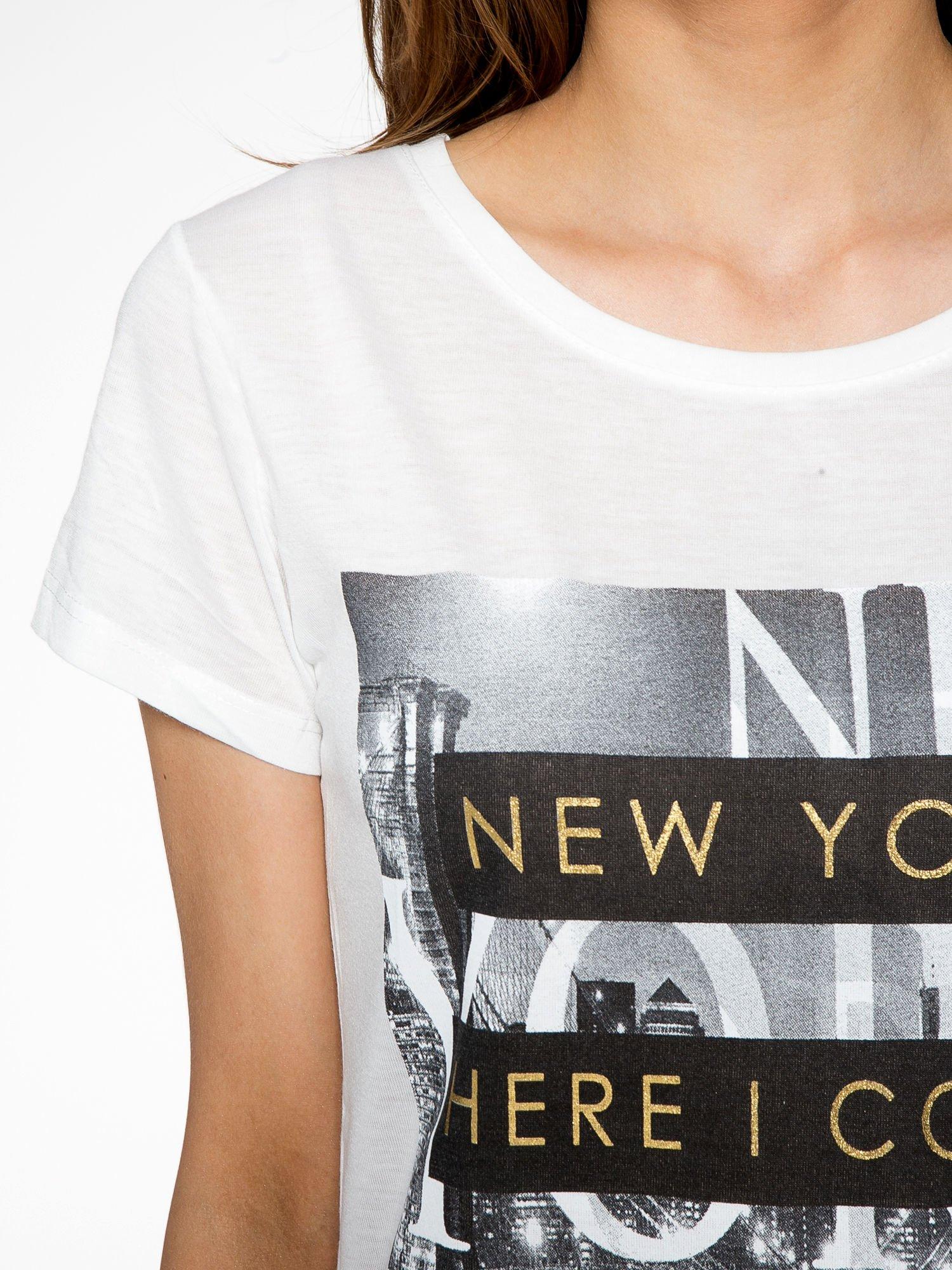 Ecru t-shirt ze złotym napisem NEW YORK HERE I COME AGAIN                                  zdj.                                  5