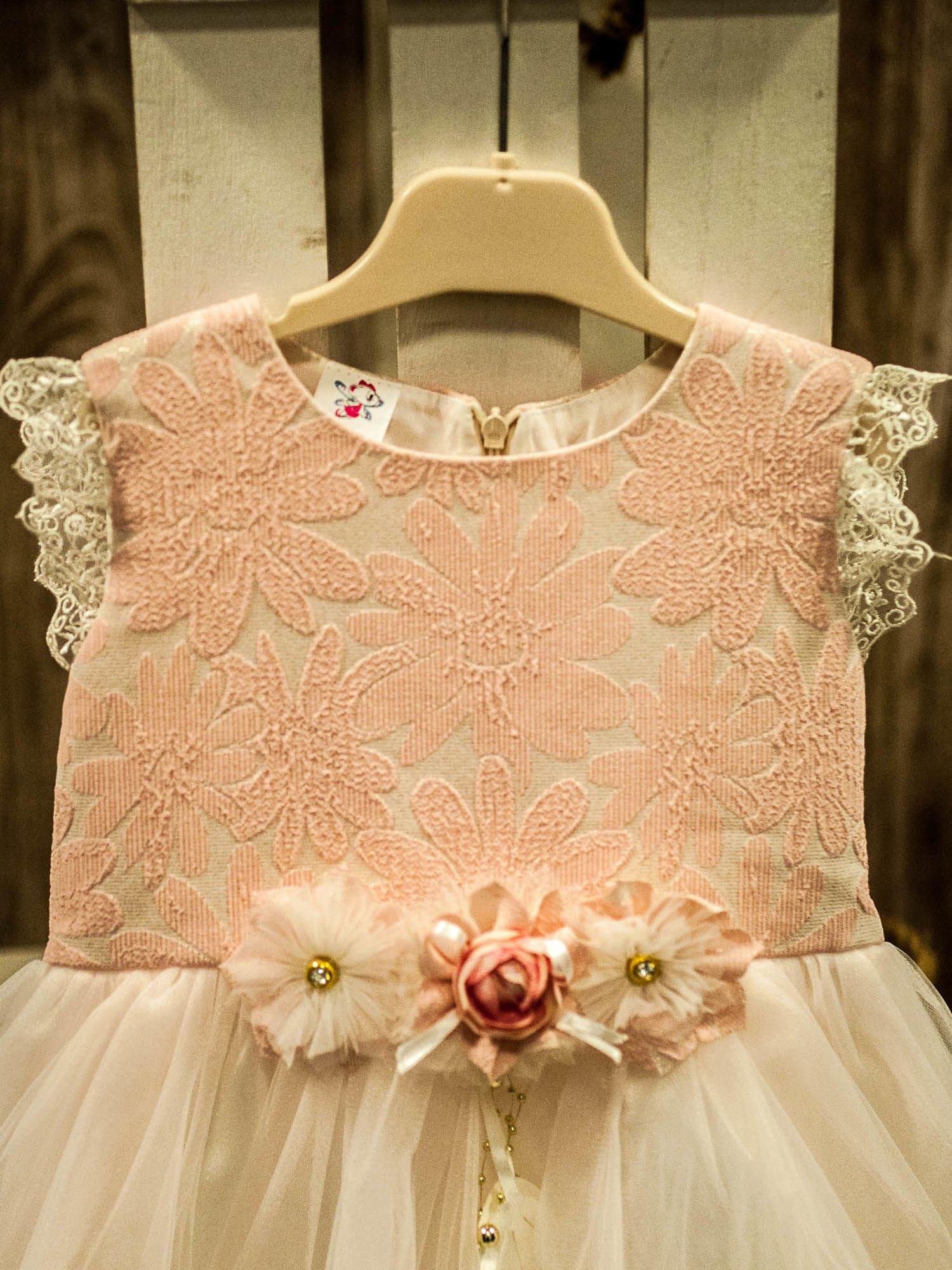 15aa43ec9b Elegancka sukienka dla dziewczynki z ozdobną broszką ecru - różowa -  Dziecko Dziewczynka - sklep eButik.pl