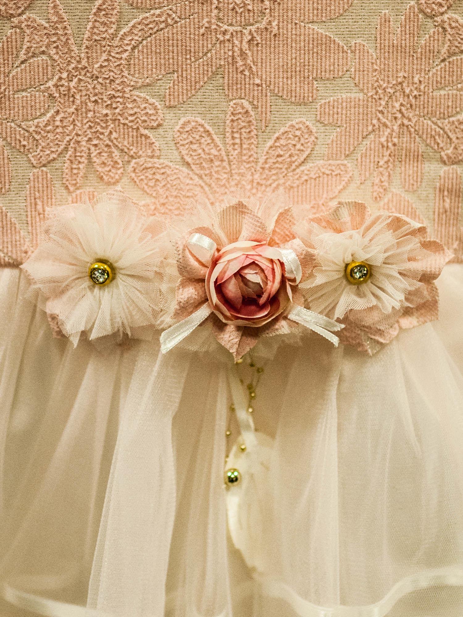 cb95b0d0ce 2  Elegancka sukienka dla dziewczynki z ozdobną broszką ecru - różowa ...