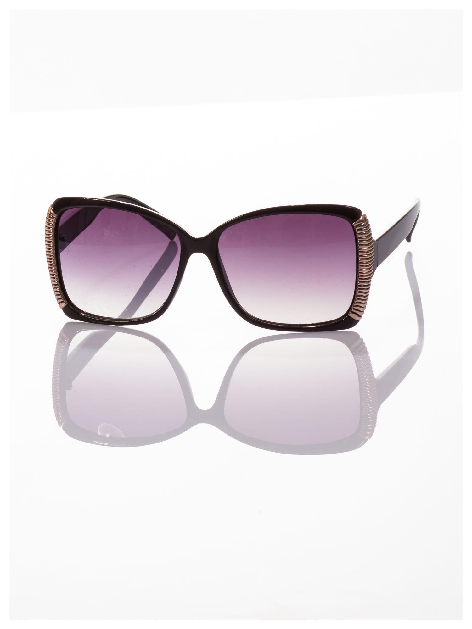 Eleganckie czarne okulary przeciwsłoneczne stylizowane na GUCCI ze srebrnymi bokami                                  zdj.                                  2