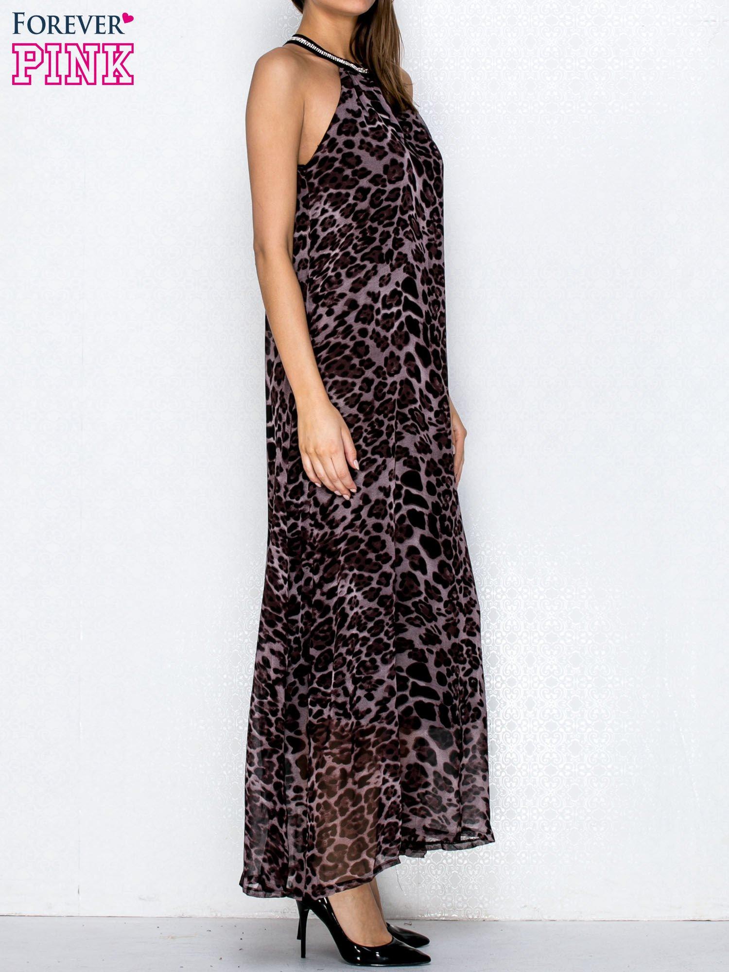 Fioletowa sukienka maxi w panterę z biżuteryjnym dekoltem                                  zdj.                                  3