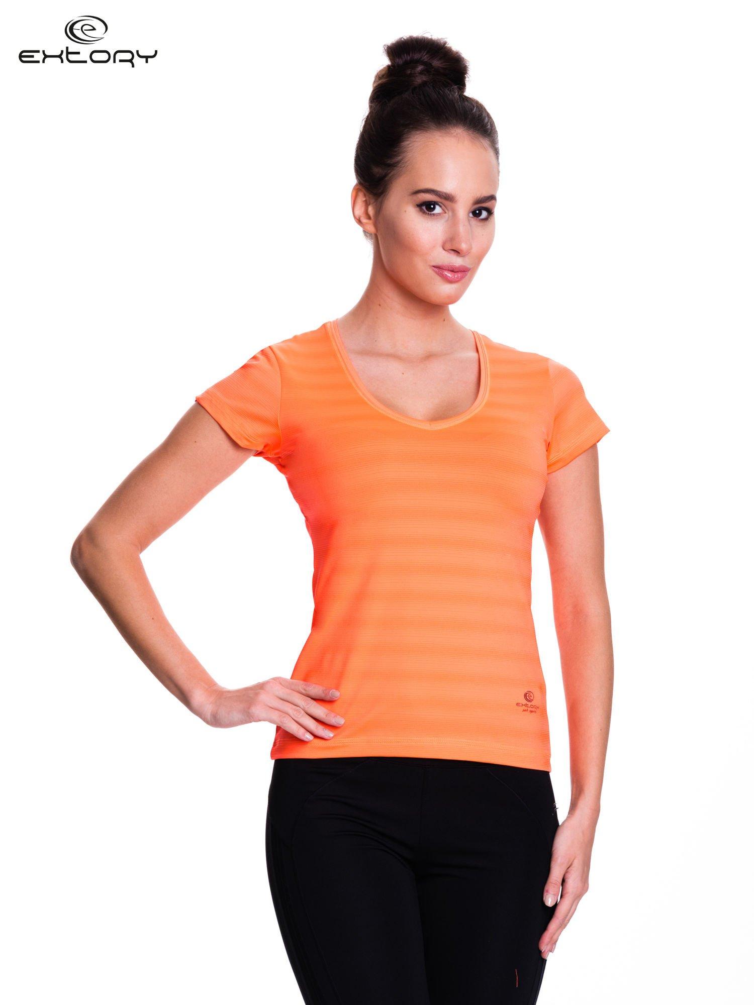 Fluopomarańczowy t-shirt sportowy w paseczki                                  zdj.                                  1