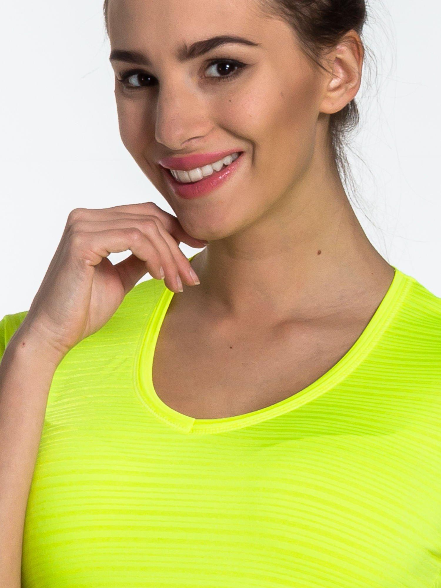 Fluożółty t-shirt sportowy w paseczki                                  zdj.                                  5