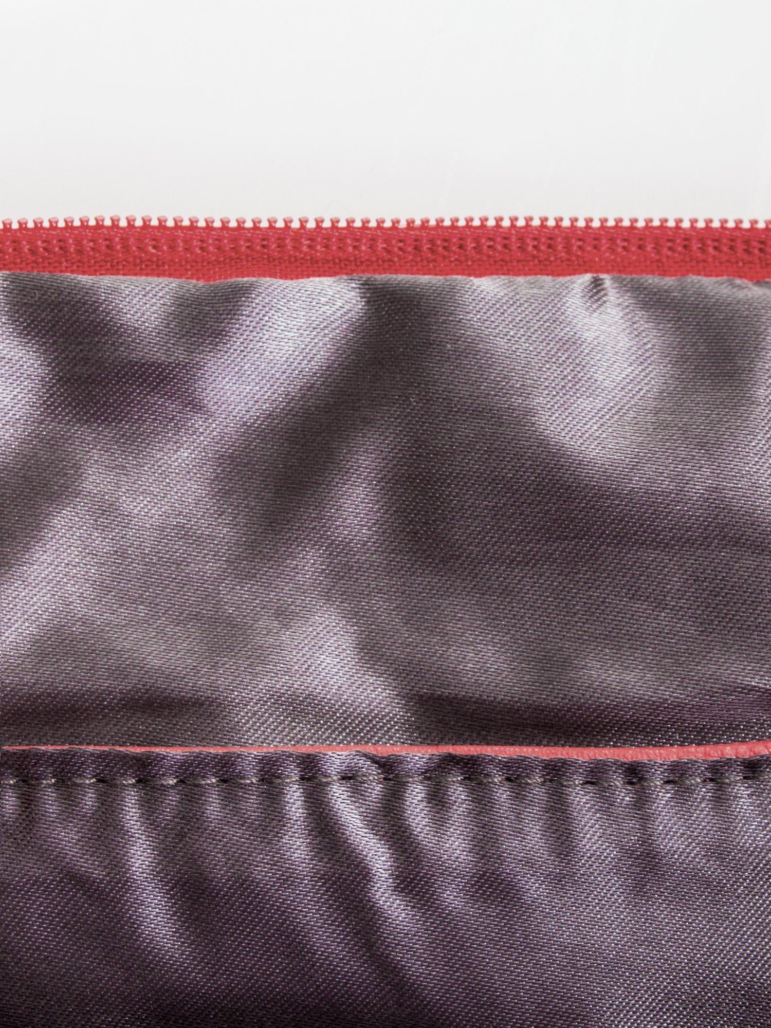 Fuksjowa kopertówka z dżetami napis LUCY WORLD                                  zdj.                                  7
