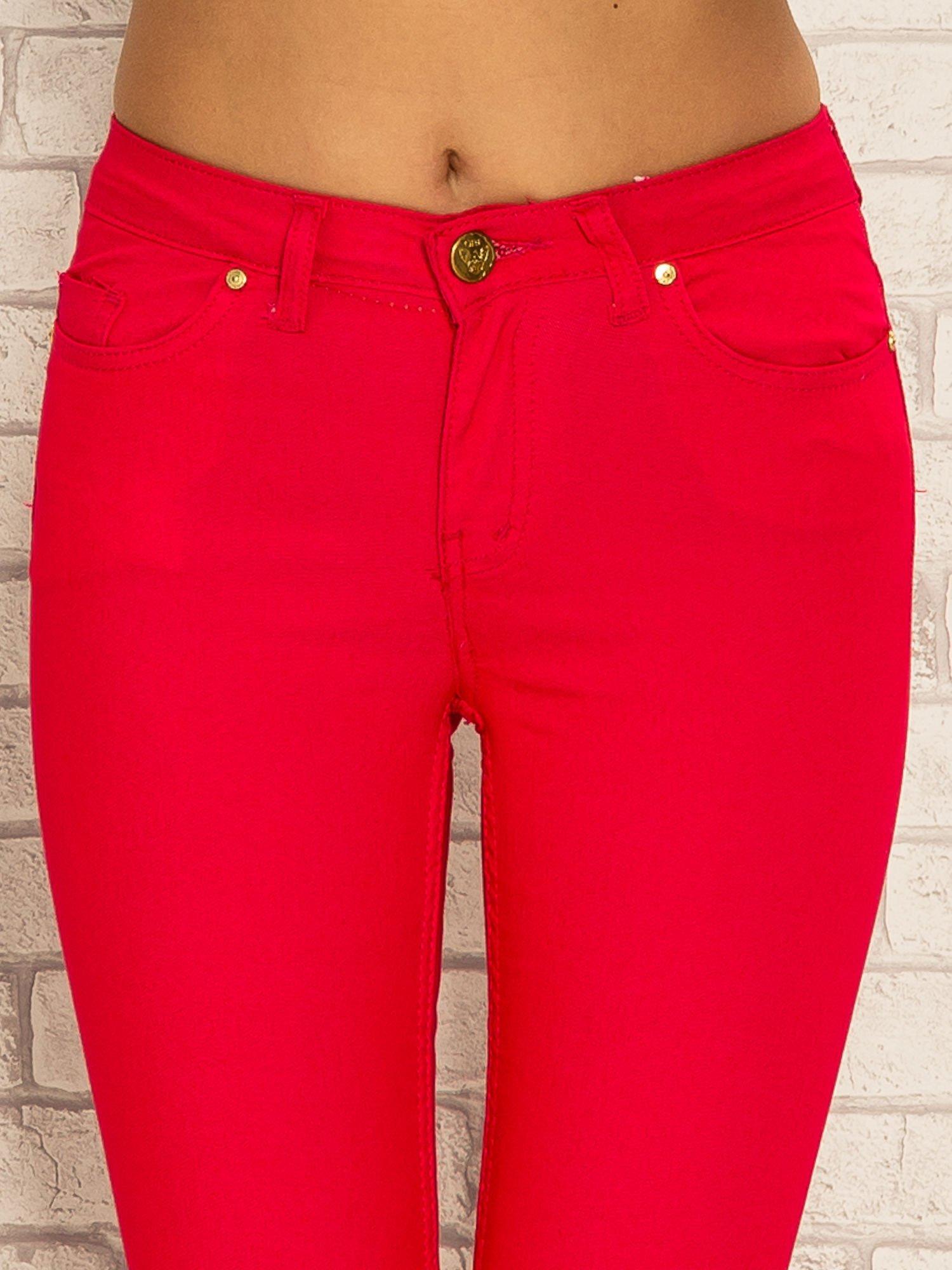 Fuksjowe spodnie rurki skinny z kieszeniami                                  zdj.                                  5