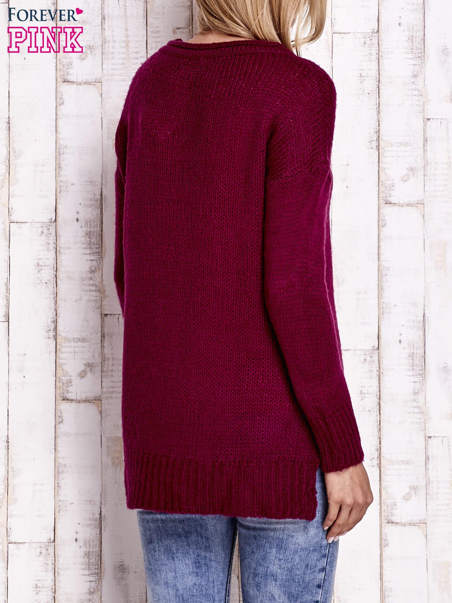 Fuksjowy dzianinowy sweter z dłuższym tyłem                                  zdj.                                  4