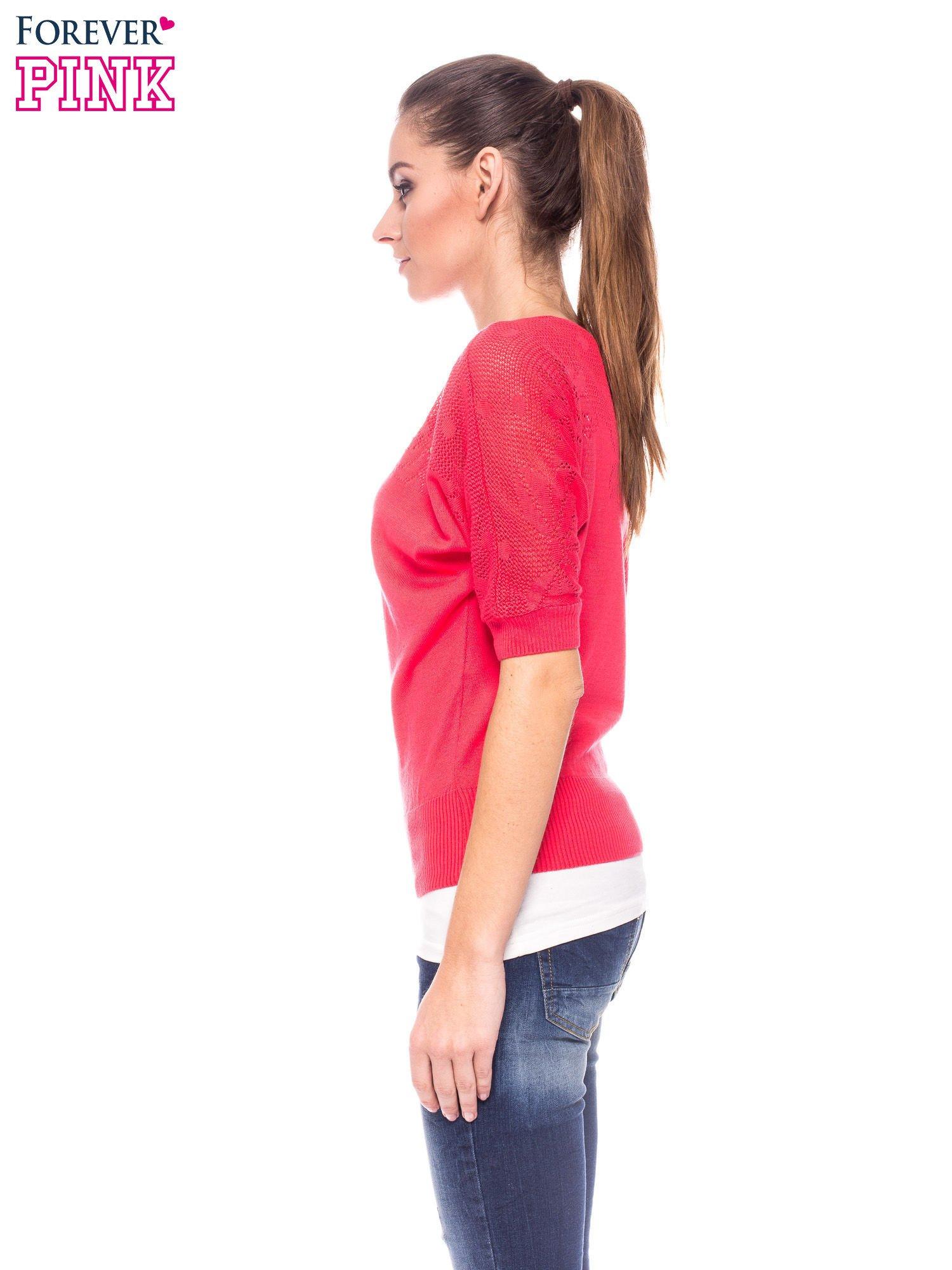 Fuksjowy sweter z ażurową górą i krótkim rękawkiem                                  zdj.                                  3