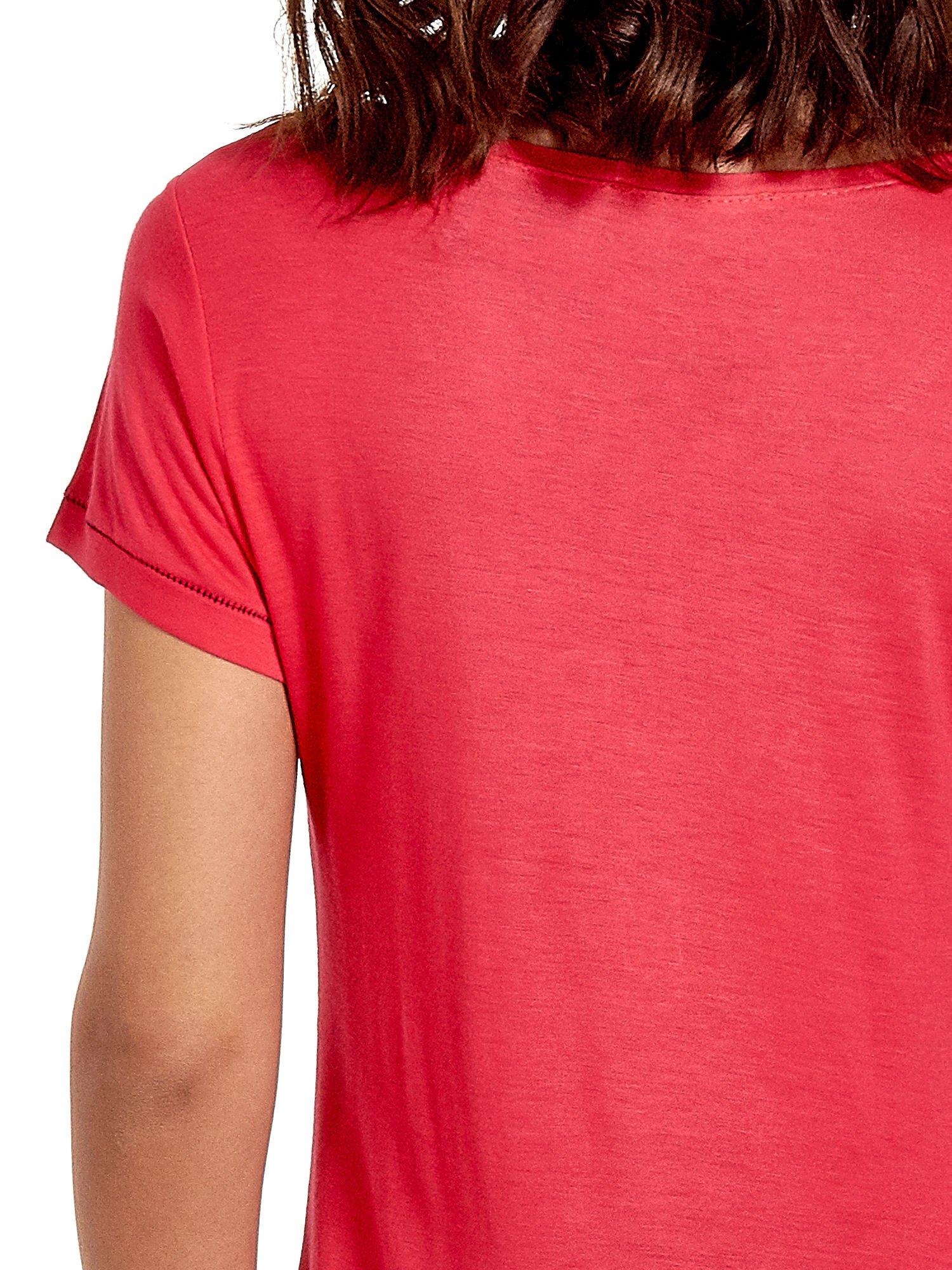 Fuksjowy t-shirt z napisem EVERY WOMAN IS A REBEL                                  zdj.                                  6