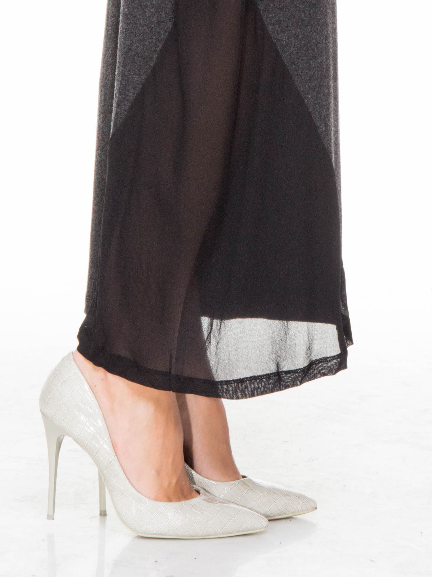 Grafitowa maxi sukienka z asymetryczną wstawką na dole z tiulu                                  zdj.                                  5