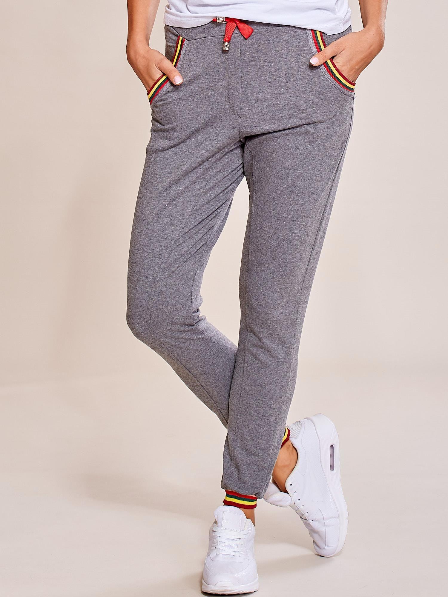 59472546 Grafitowe spodnie dresowe damskie rurki z kolorowymi ściągaczami