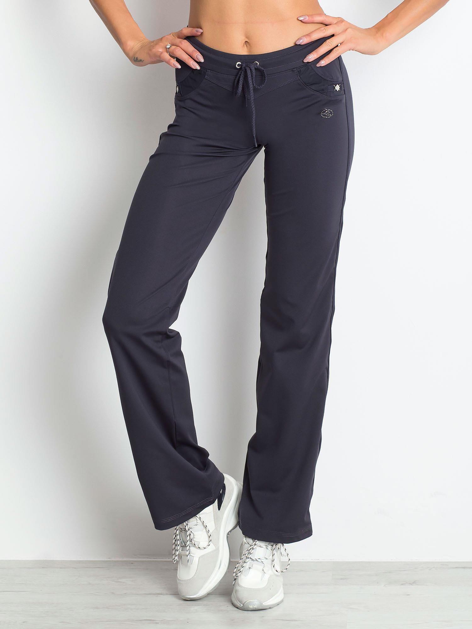 Grafitowe spodnie dresowe z aplikacją                                  zdj.                                  1