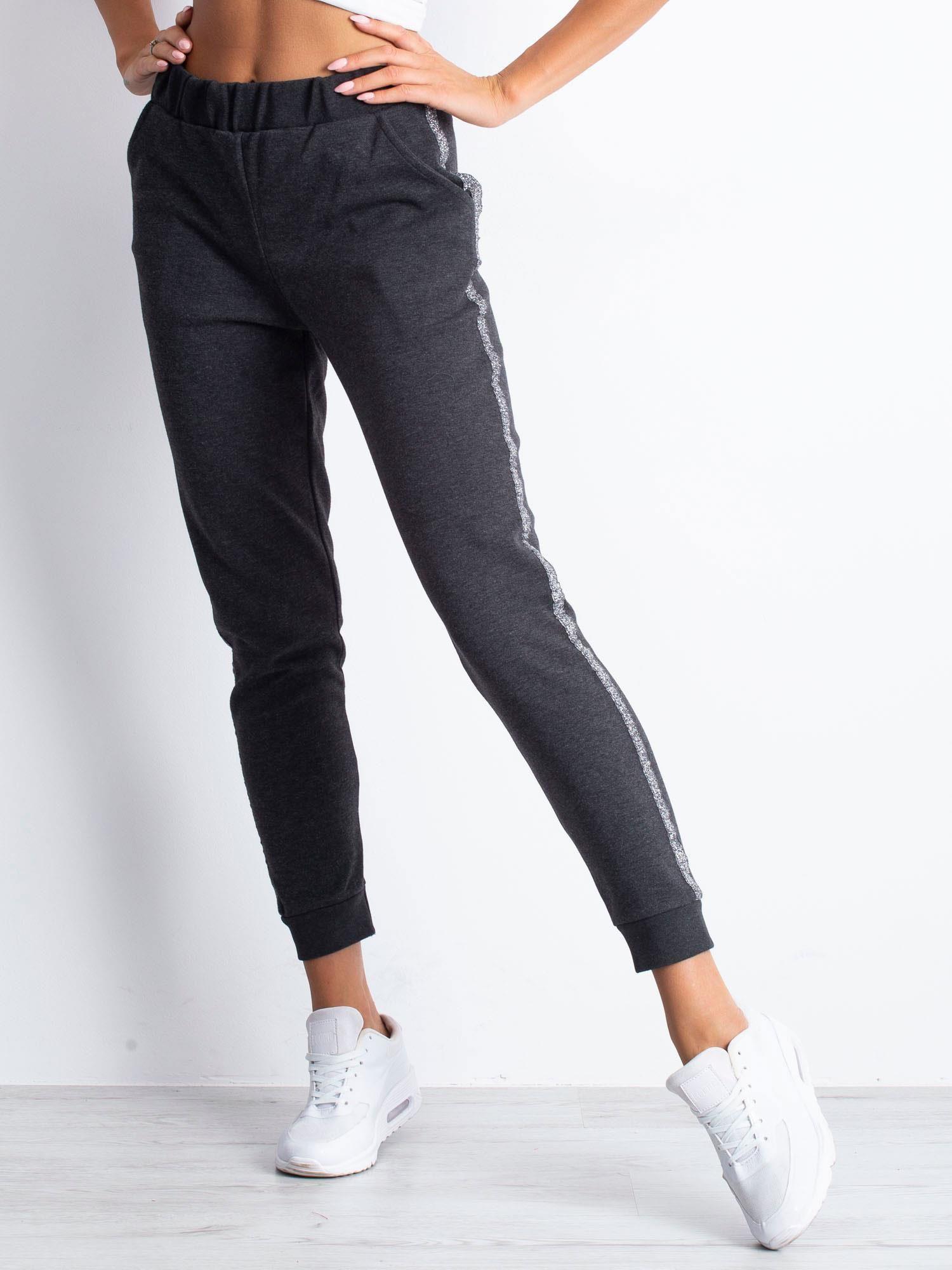 4cb4dd9b04895d Grafitowe spodnie dresowe z błyszczącym lampasem - Spodnie Dresowe ...