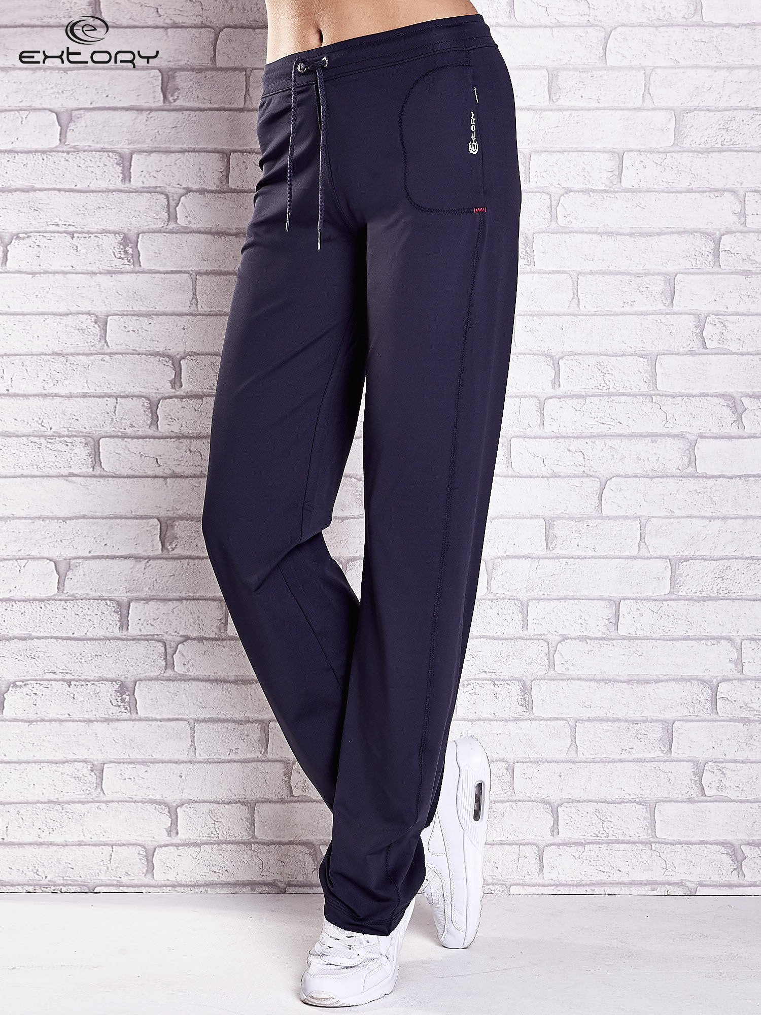 Grafitowe spodnie dresowe z kieszonką i troczkami                                  zdj.                                  1