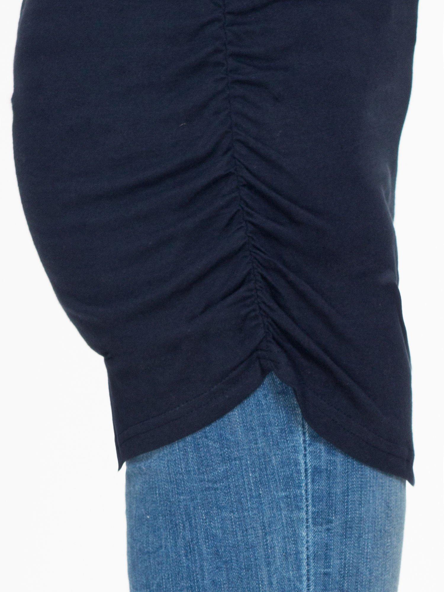 Granatowa bluzka tunika z marszczonym dołem                                  zdj.                                  7