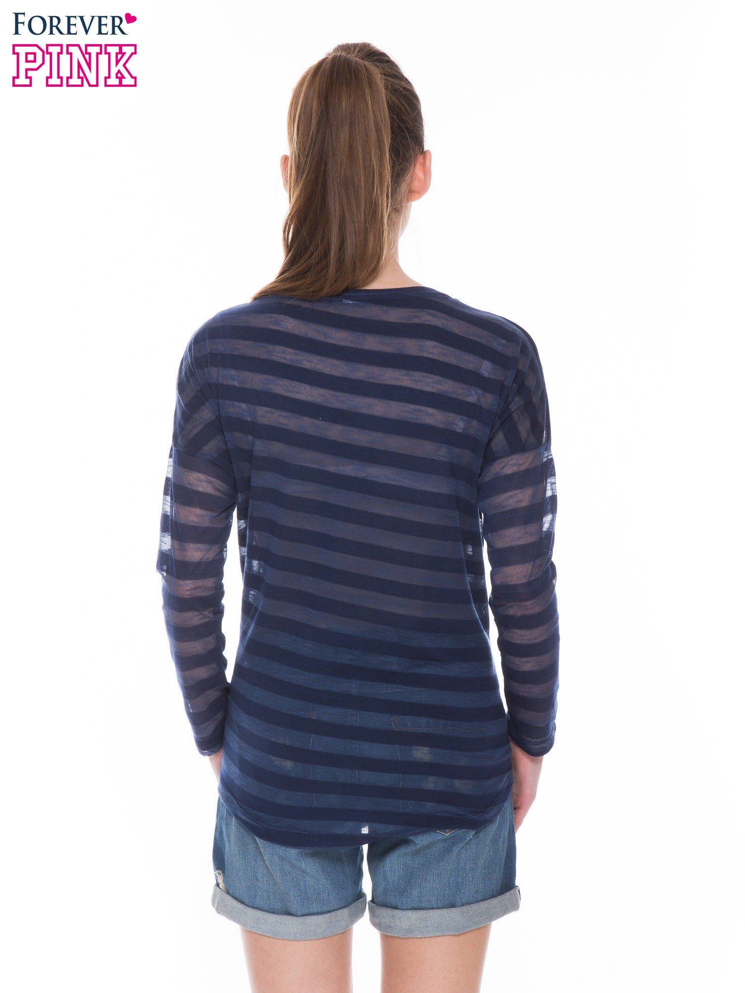 Granatowa bluzka w paski z nadrukiem gwiazd z dżetów                                  zdj.                                  3