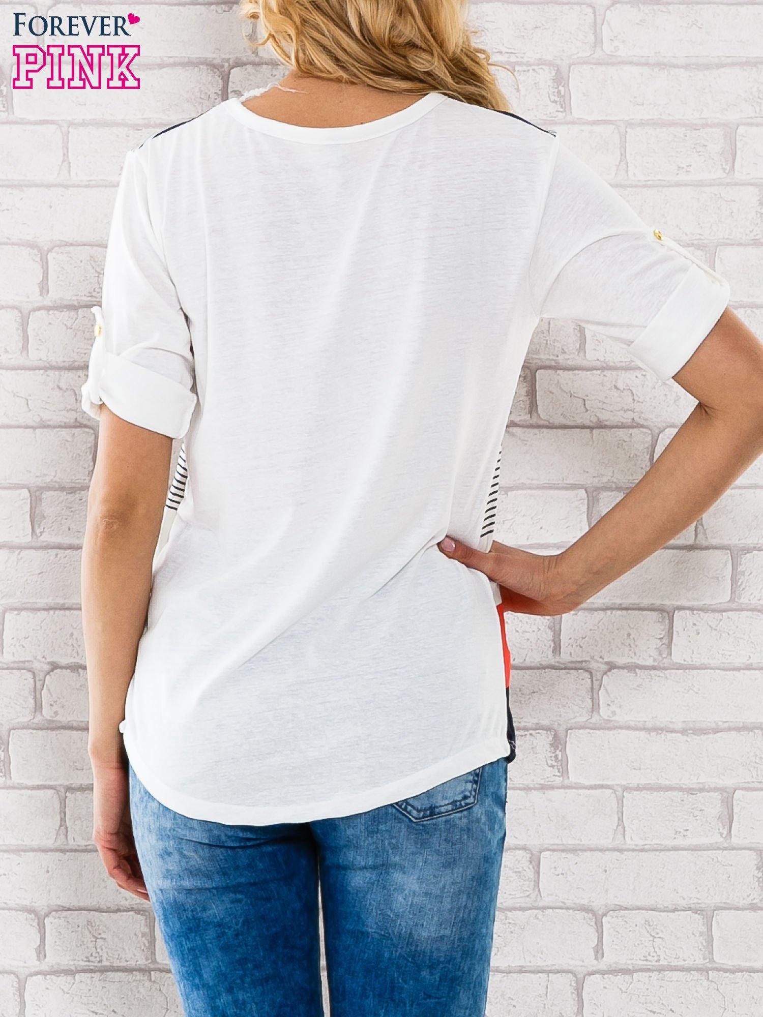 Granatowa bluzka z kolorowymi szerokimi pasami                                  zdj.                                  4