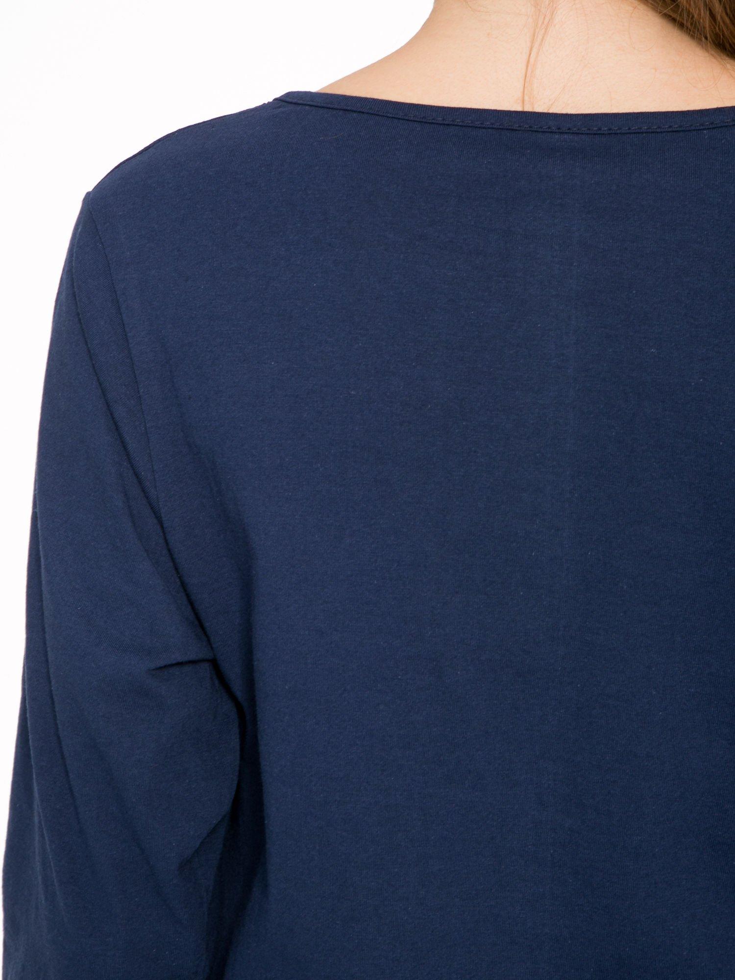 Granatowa bluzka z napisem FOLLOW YOUR DREAMS                                  zdj.                                  8