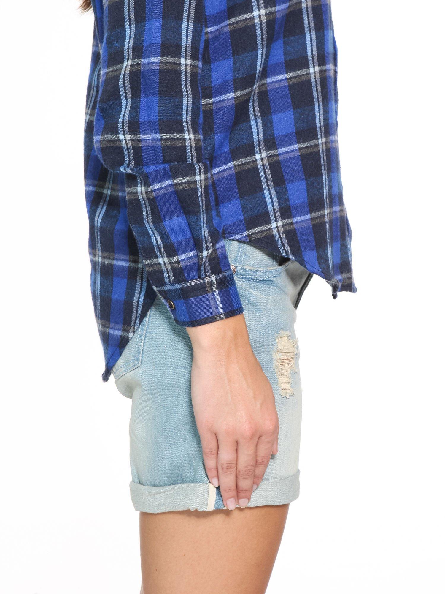 Granatowa damska koszula w kratę z kieszonkami                                  zdj.                                  8