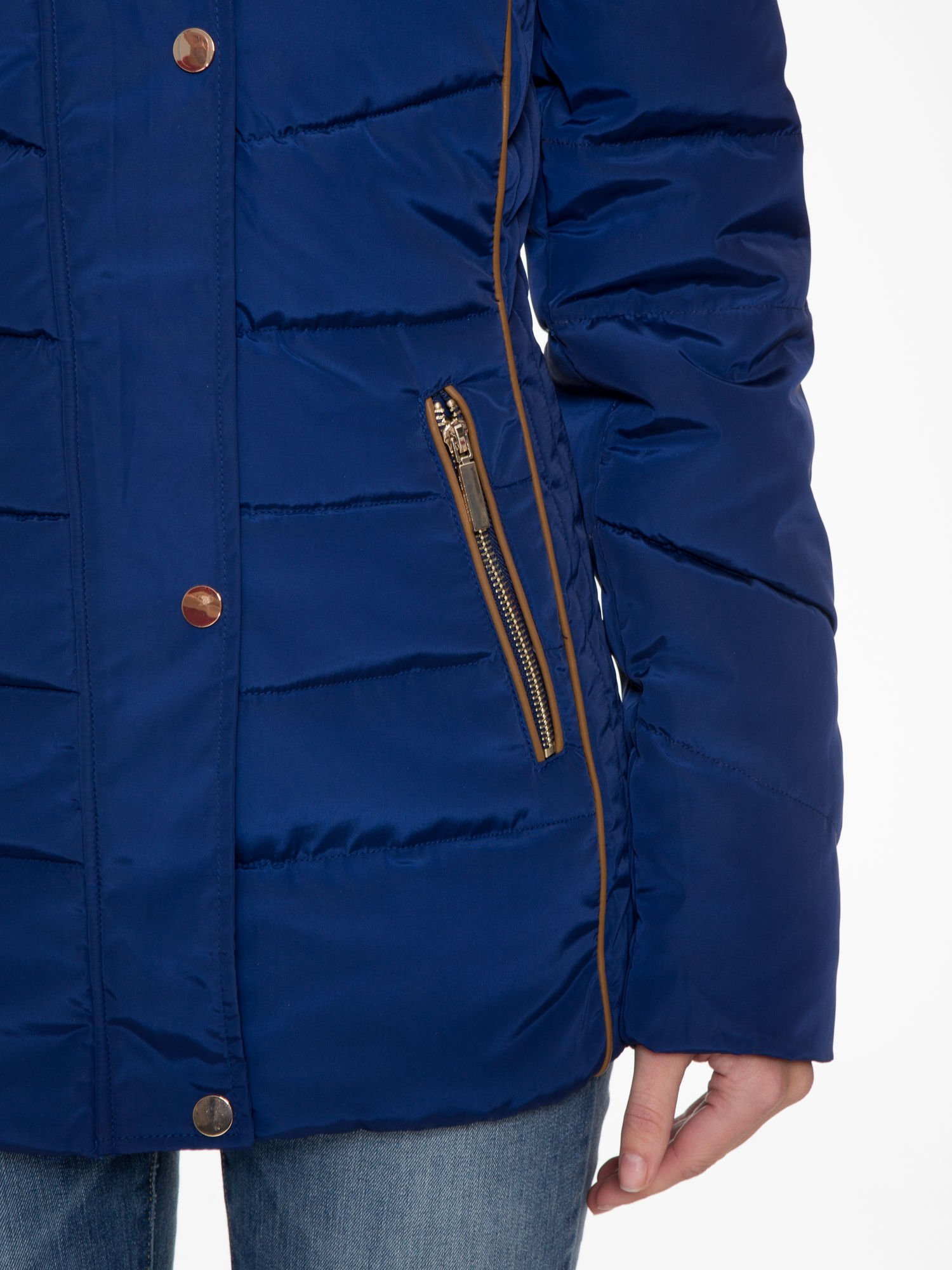 Granatowa kurtka zimowa ze skórzaną lamówką i futrzanym kapturem                                  zdj.                                  8