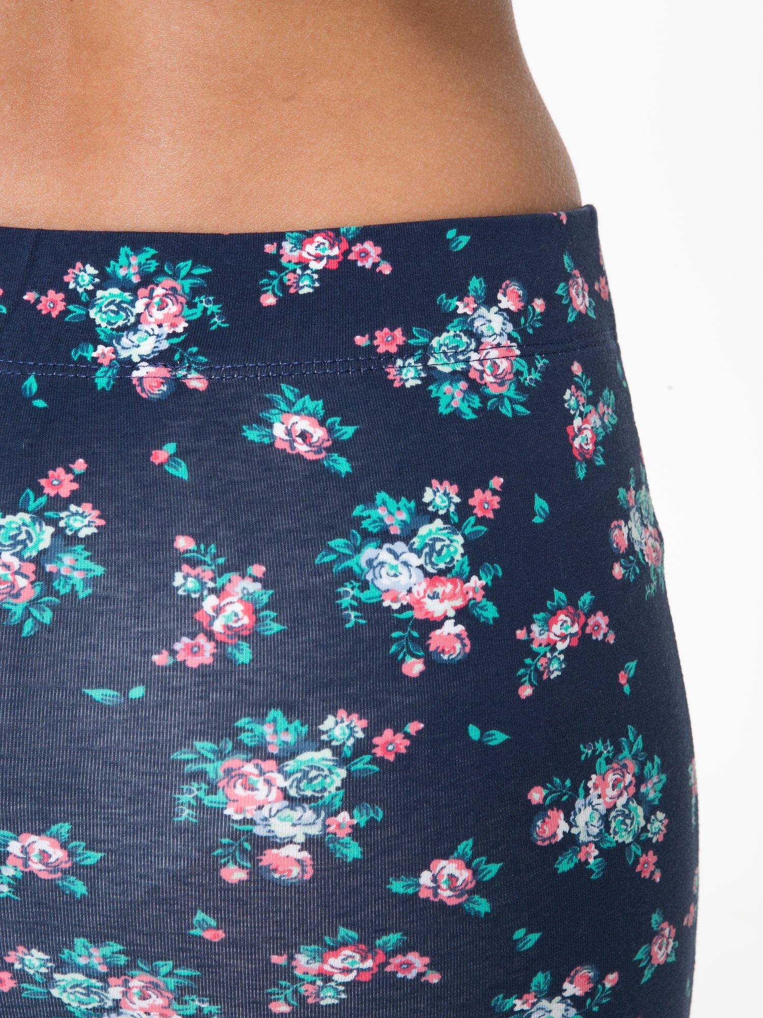 Granatowa mini spódnica tuba w kwiaty                                  zdj.                                  7