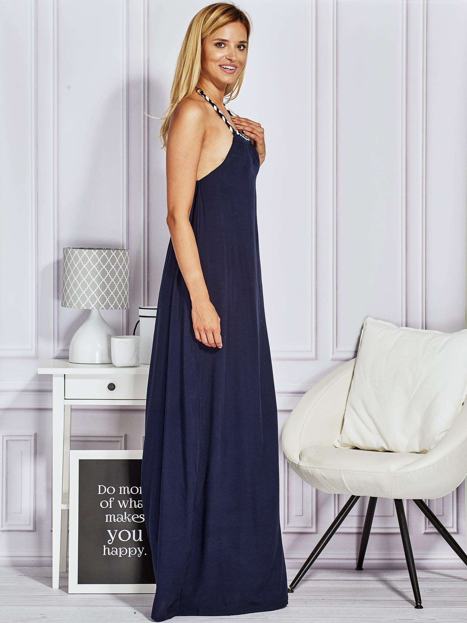 Granatowa sukienka maxi z wiązaniem na szyi                                  zdj.                                  3