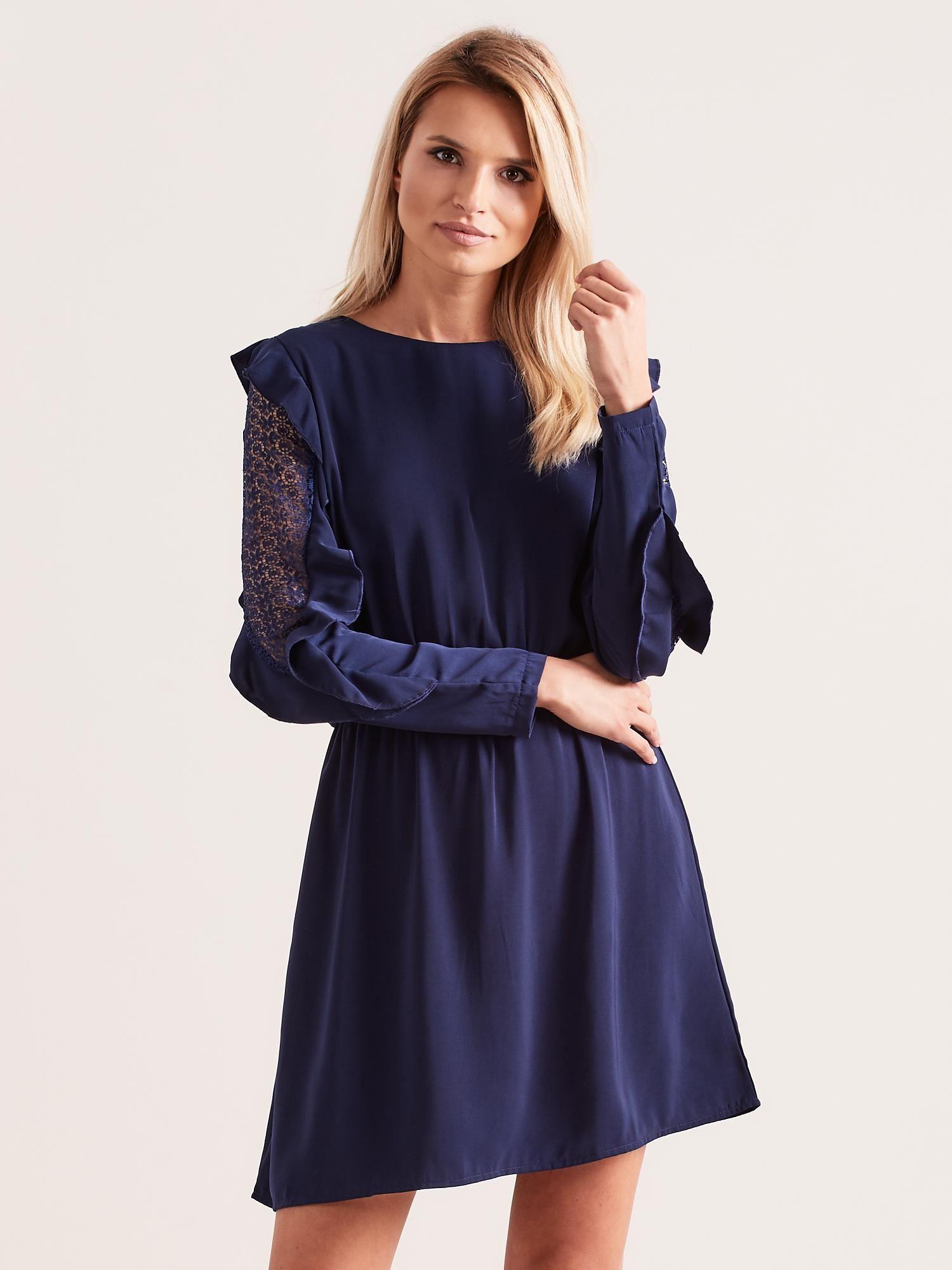 579025a3 Granatowa sukienka z falbanami na rękawach