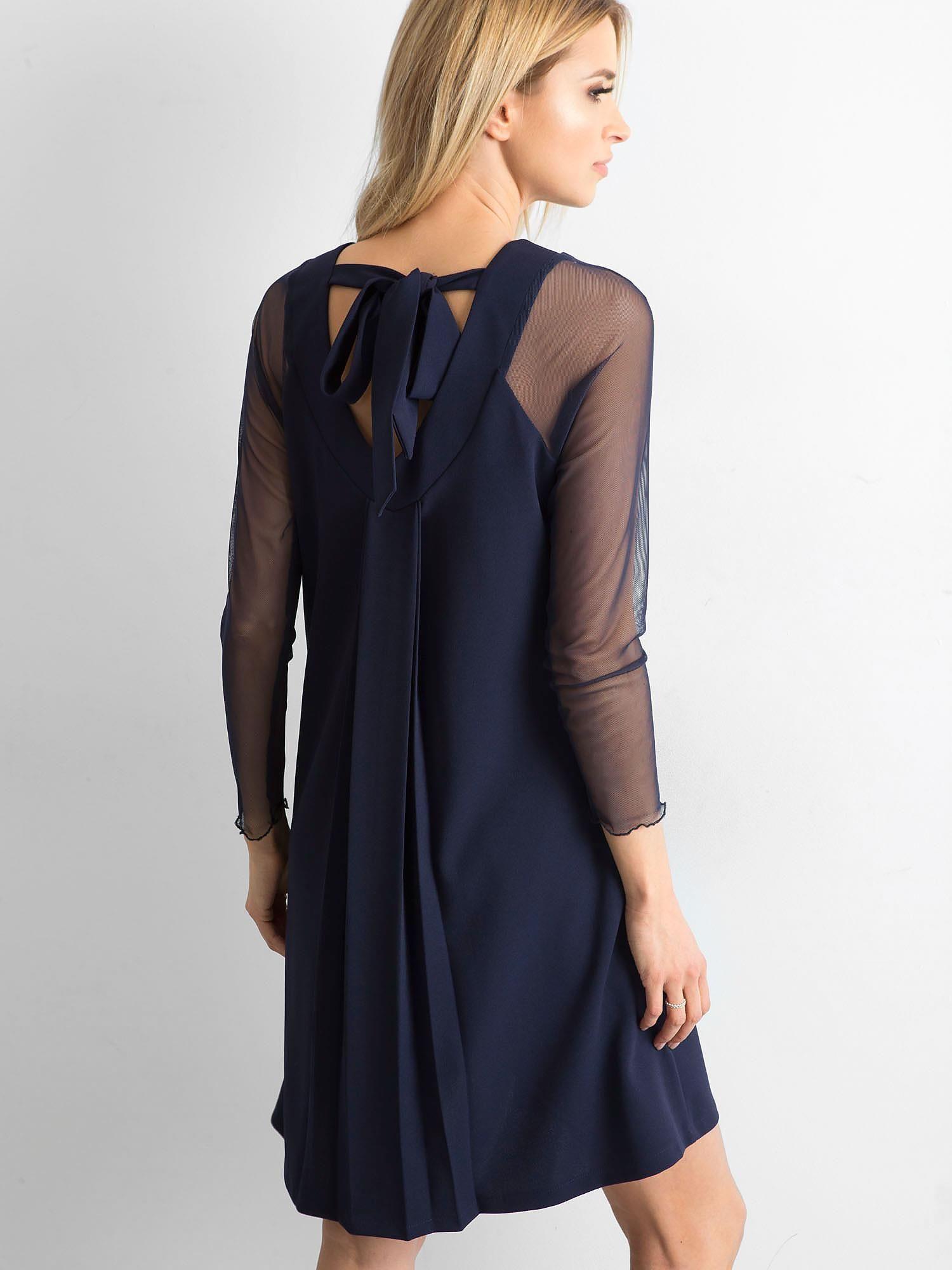 b10dbc416b Granatowa sukienka z wiązaniem na plecach - Sukienka koktajlowa - sklep  eButik.pl