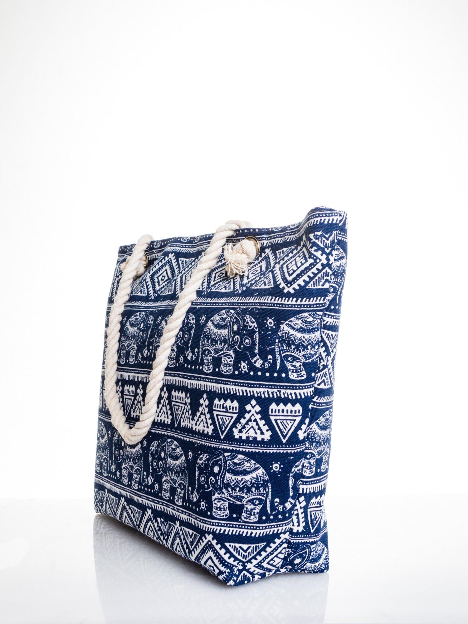 Granatowa torba plażowa w indyjskie wzory                                  zdj.                                  4