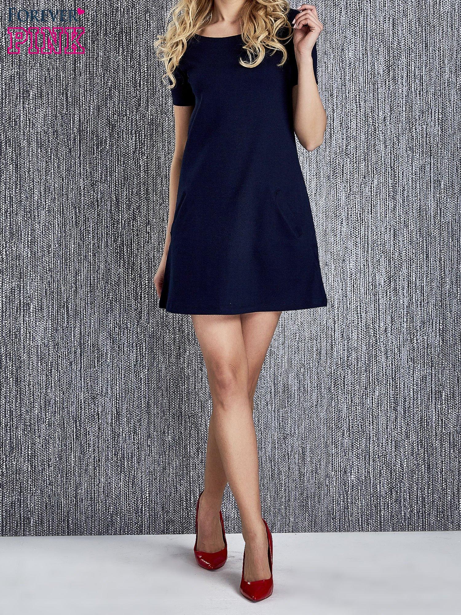 813baeafb1 Granatowa trapezowa sukienka z kieszeniami - Sukienka na co dzień ...