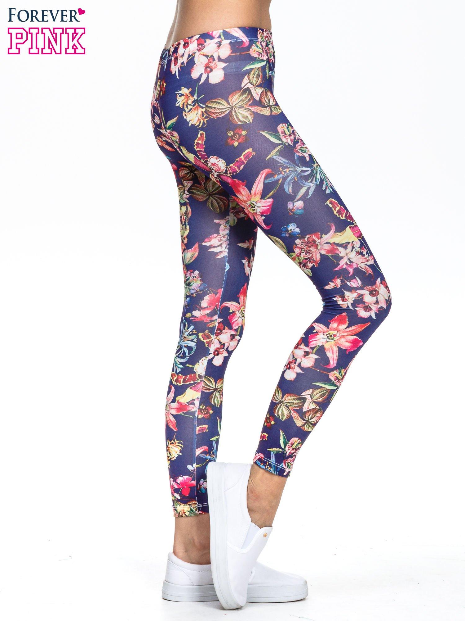 Granatowe legginsy z egzotycznym nadrukiem                                   zdj.                                  3
