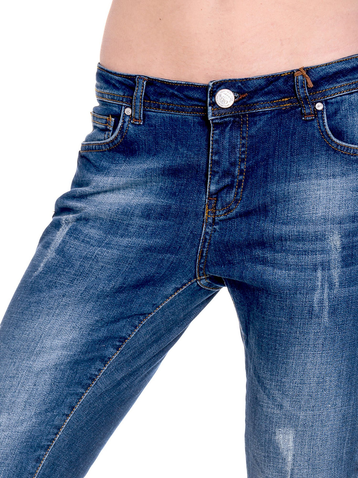 Granatowe spodnie girlfriend jeans z przetarciami                                  zdj.                                  7