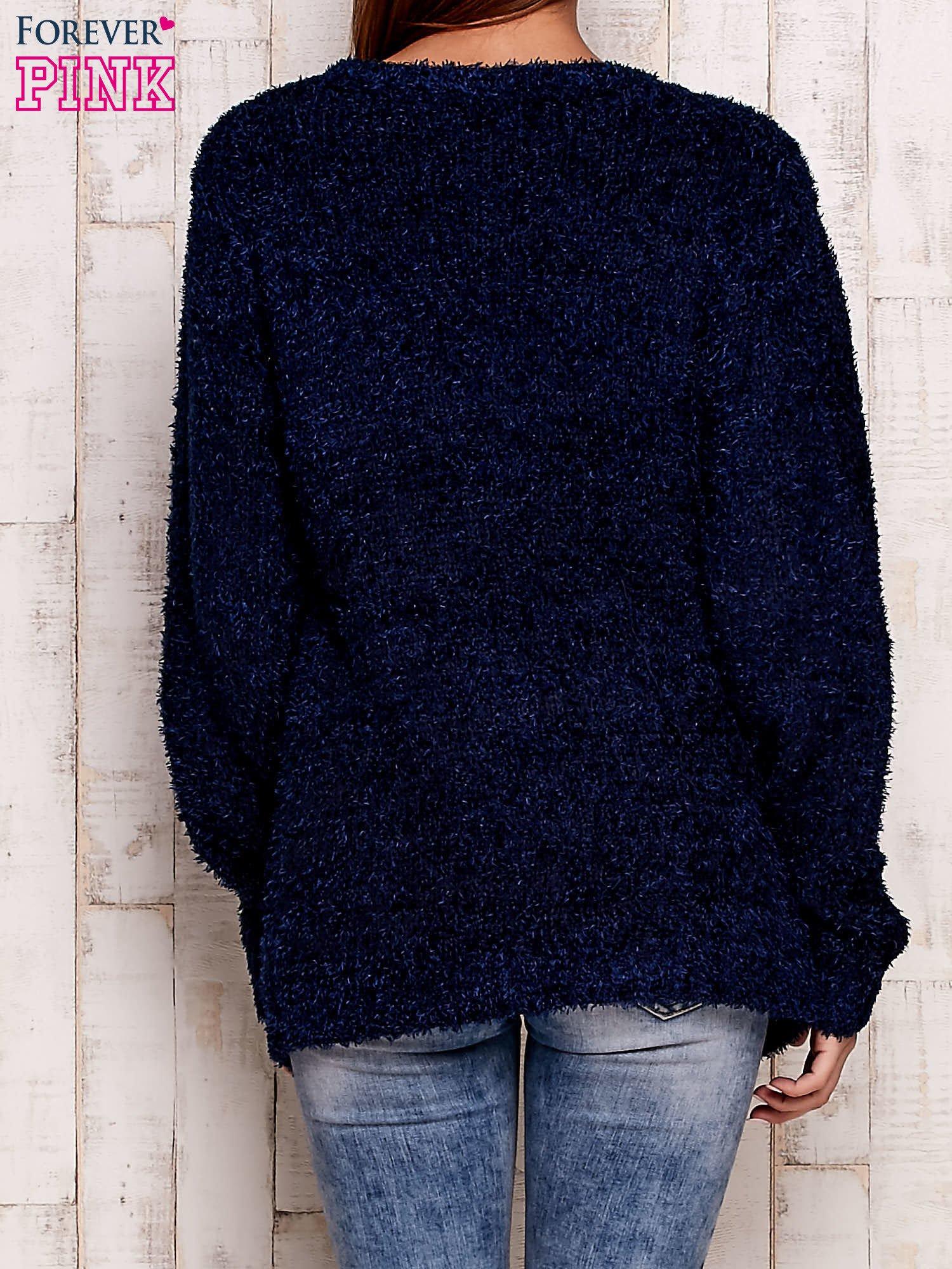 Granatowy otwarty włochaty sweter                                   zdj.                                  4