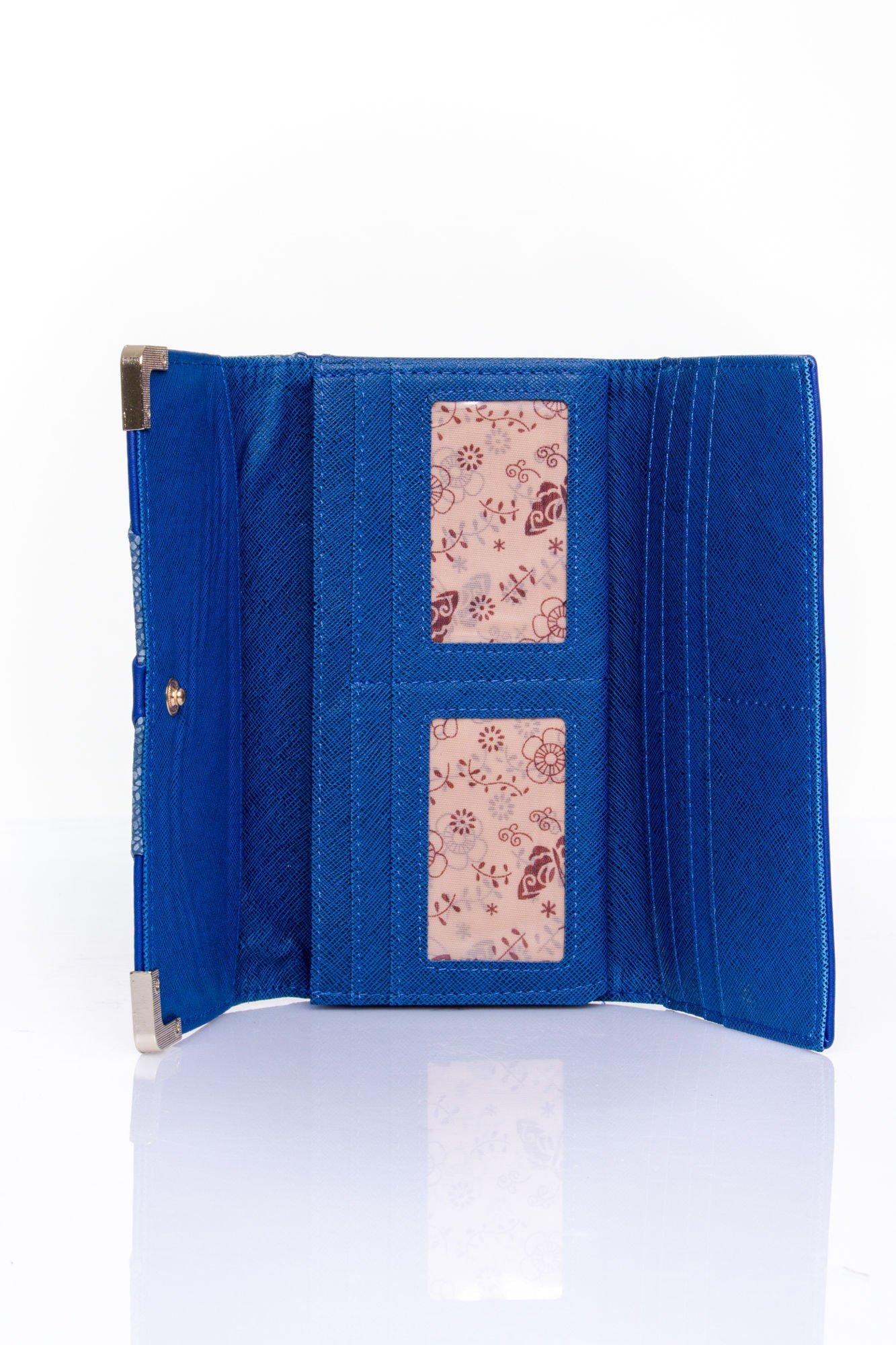Granatowy portfel z ozdobnym detalem i złotymi okuciami                                  zdj.                                  4