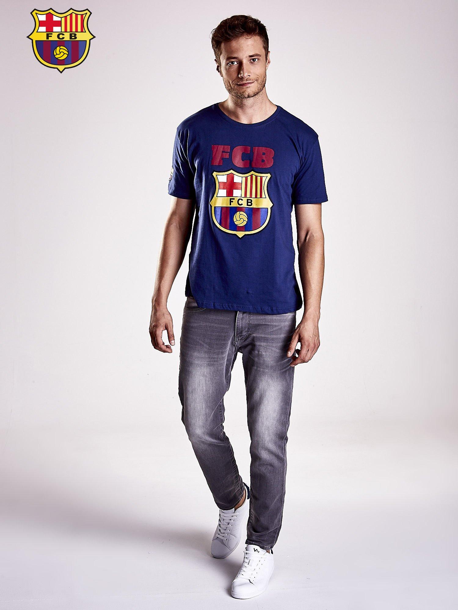 Granatowy t-shirt męski z motywem FC BARCELONA                                  zdj.                                  4