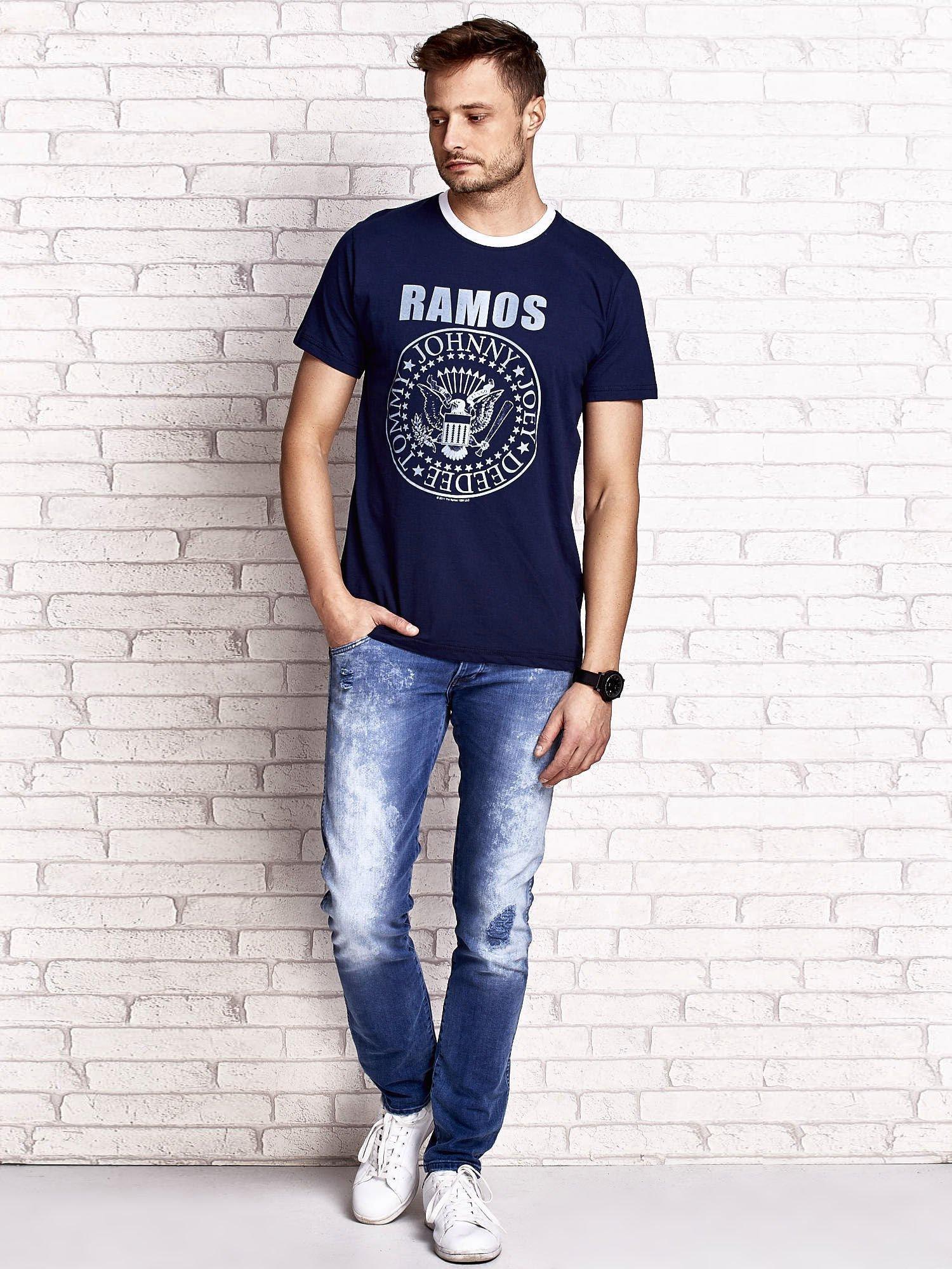 Granatowy t-shirt męski z napisem RAMOS i nadrukiem                                  zdj.                                  4