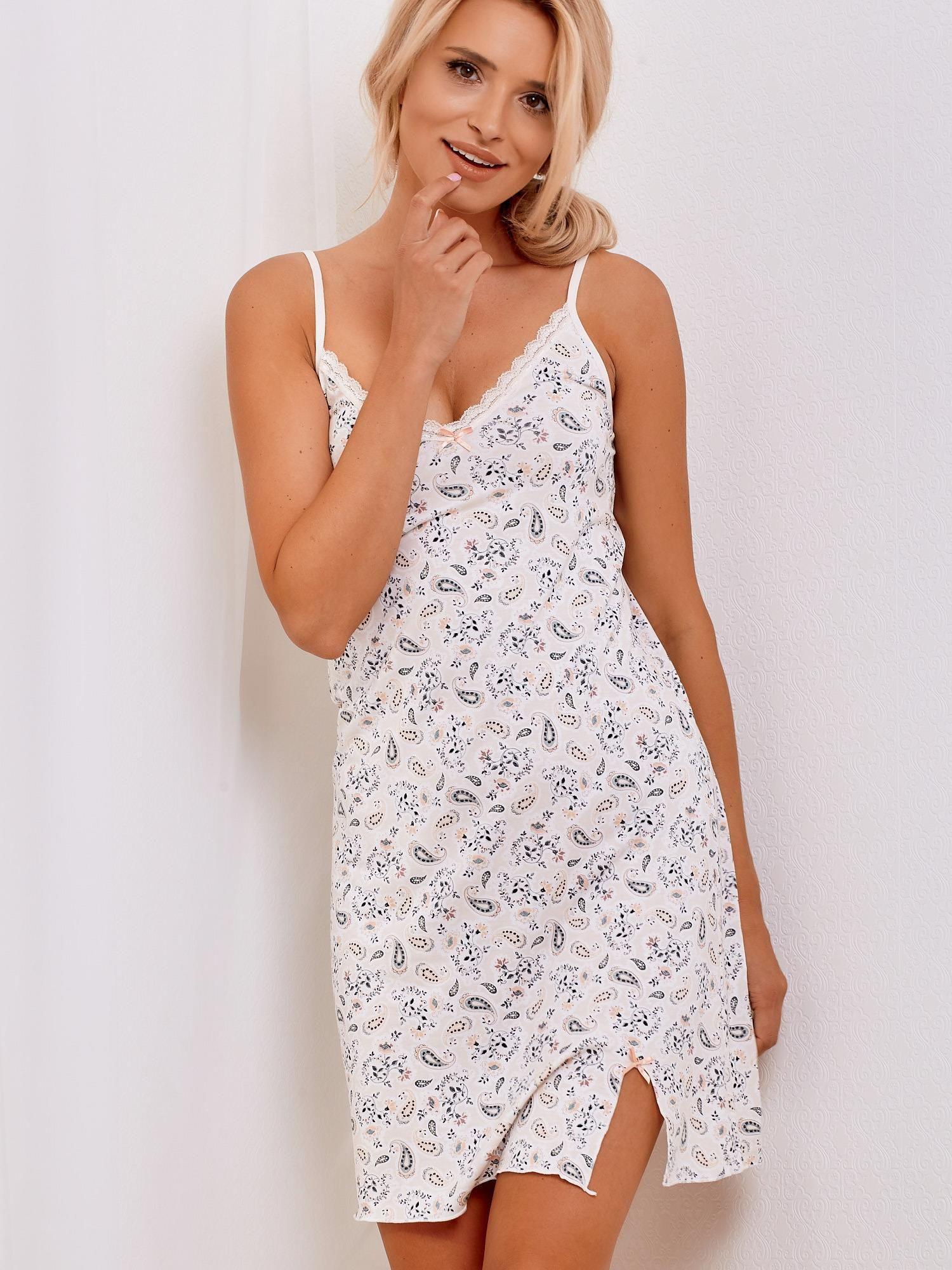 fa955c40af985d Jasnobeżowa koszula nocna ze wzorem kwiatów i paisley - Bielizna piżama -  sklep eButik.pl